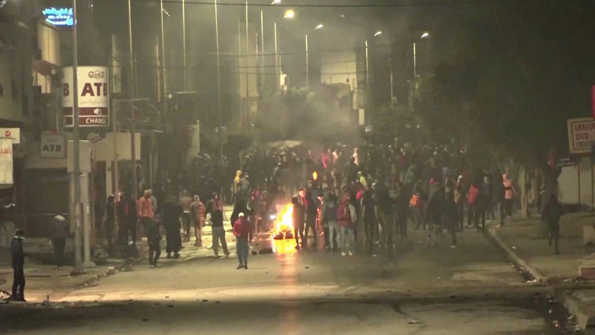 بعد الاحتجاجات العنيفة في تونس.. تعديل وزاري في البرلمان التونسي