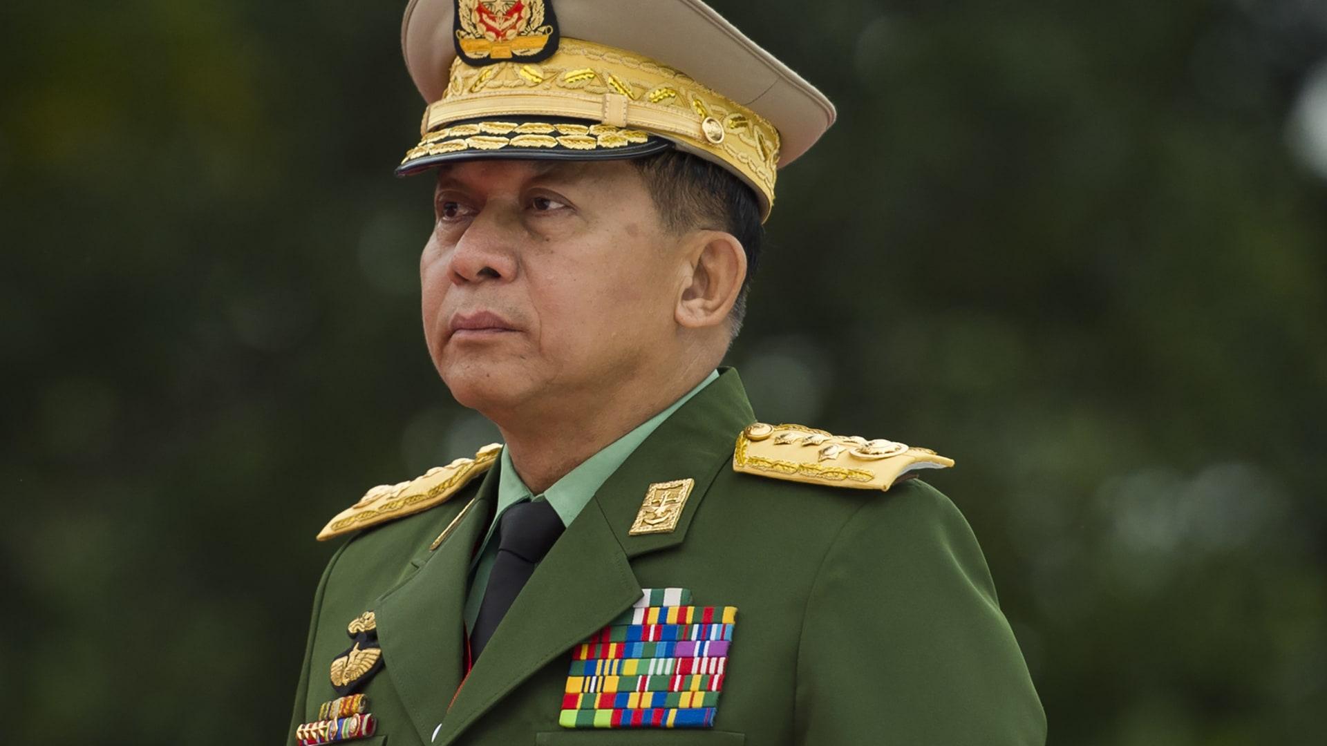 """بعد الانقلاب العسكري.. من هو مين أونغ هلانغن المتهم بـ""""فظائع"""" ضد الروهينغا؟"""