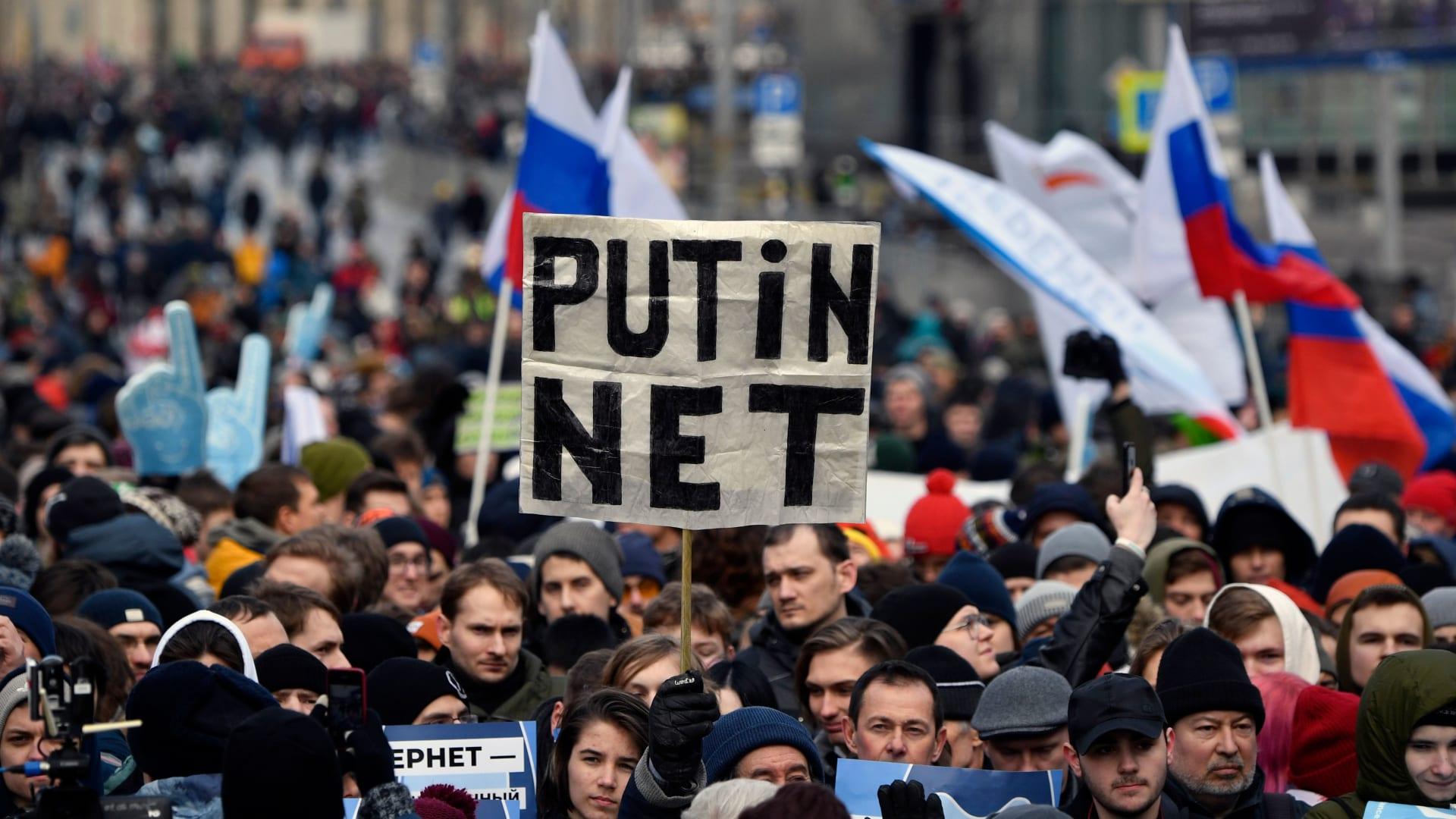 تصاعد الضغط على بوتين للإفراج عن نافالني مع استمرار المظاهرات