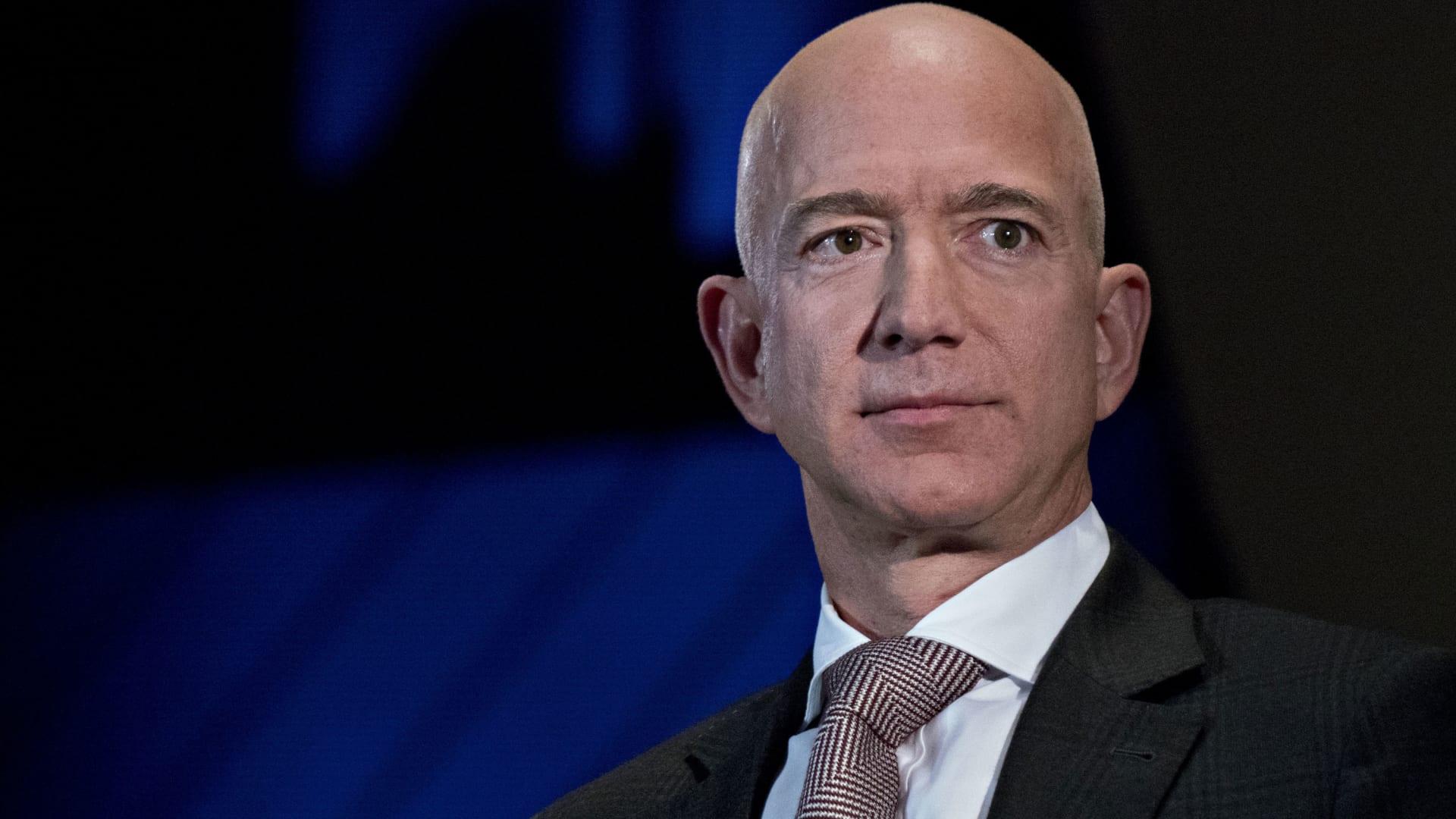 """جيف بيزوس يتنحى عن منصب الرئيس التنفيذي لشركة """"أمازون"""""""