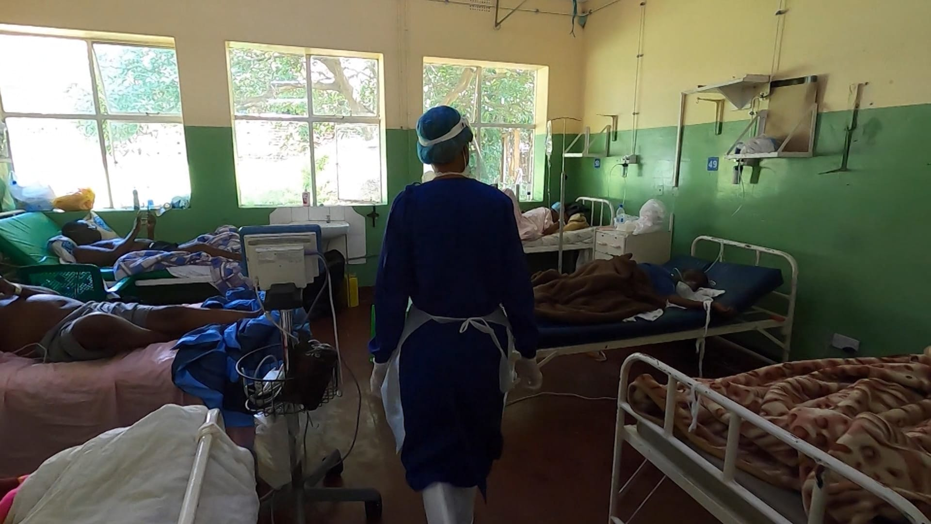 من داخل مستشفى في ملاوي.. موجة كورونا الثانية تضع البلاد على حافة الهاوية ولا توفر للقاحات في الأفق