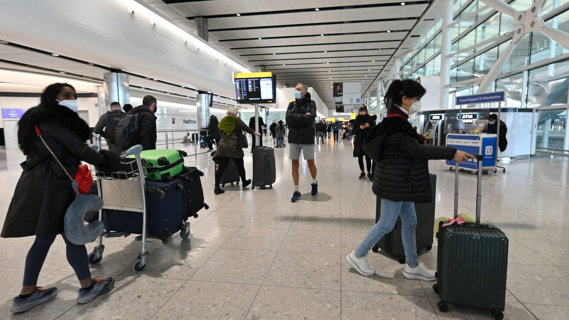 سياسة الحدود الجديدة في إنجلترا للحد من فيروس كورونا تدخل حيز التنفيذ