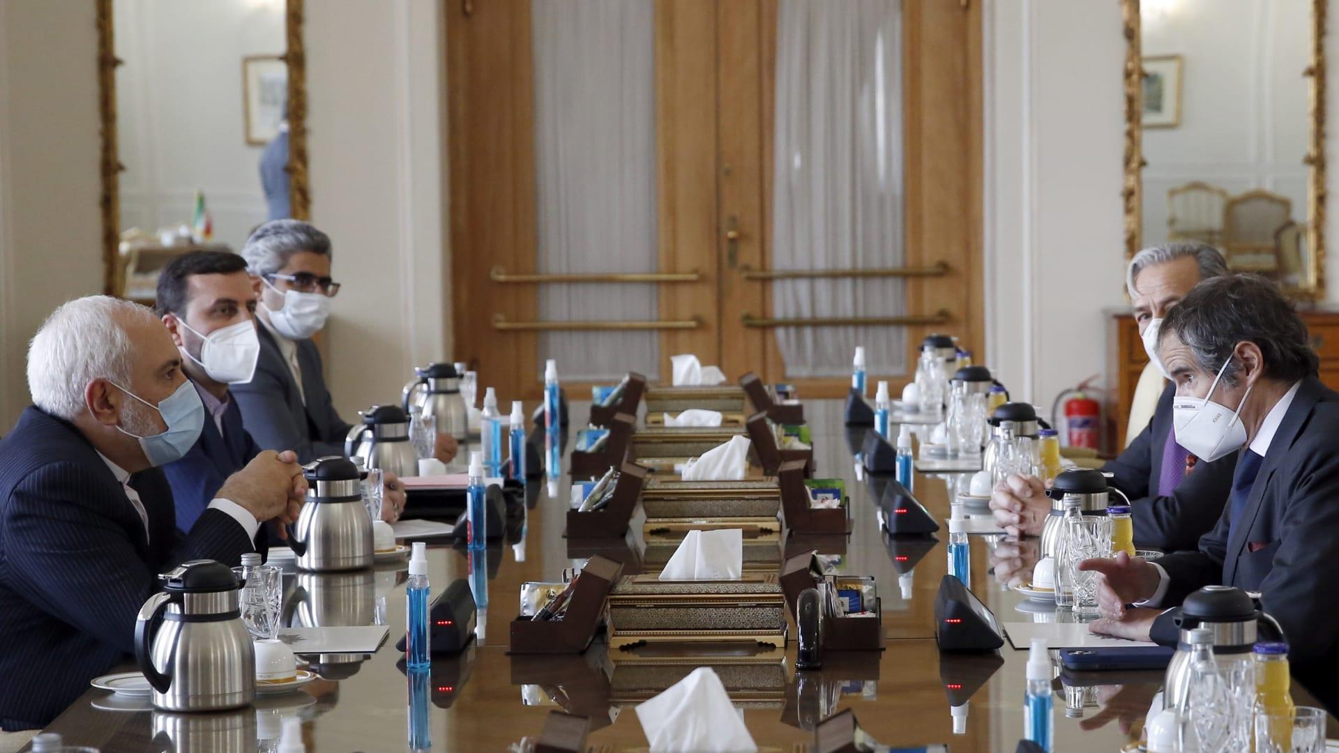 وزير الخارجية الإيراني محمد جواد ظريف يلتقي بالمدير العام للوكالة الدولية للطاقة الذرية، رافائيل غروسي في طهران