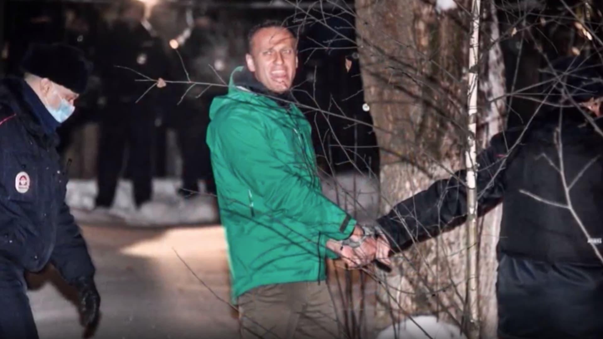 السلطات الروسية تنقل زعيم المعارضة أليكسي نافالني إلى مكان مجهول