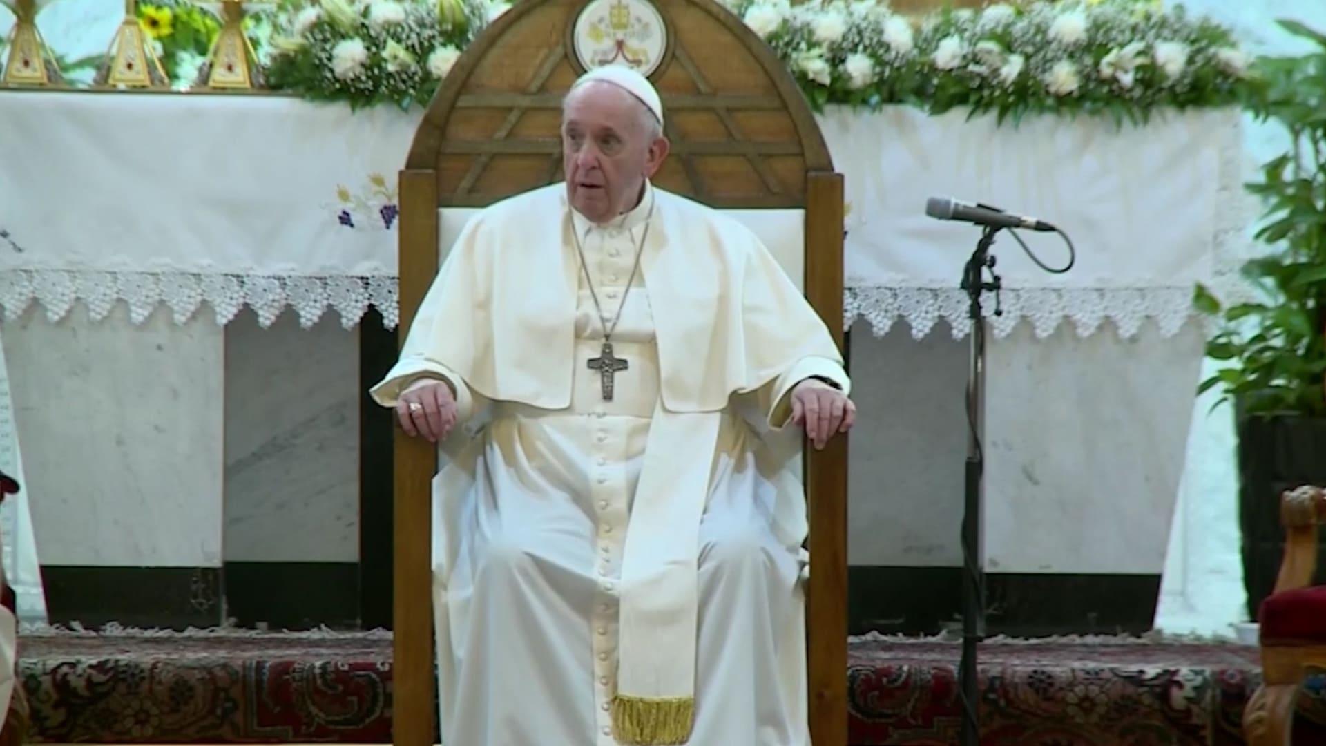 بابا الفاتيكان يلتقي السيستاني ويستعد للصلاة في كنيسة دمرها داعش بالموصل