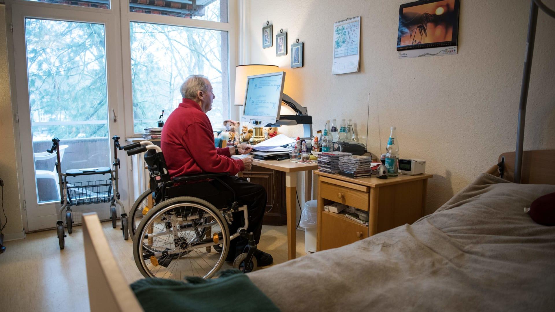 هل يشتمل منزلك على كبار في السن؟ إليك 7 نصائح مهمة عند رعايتهم