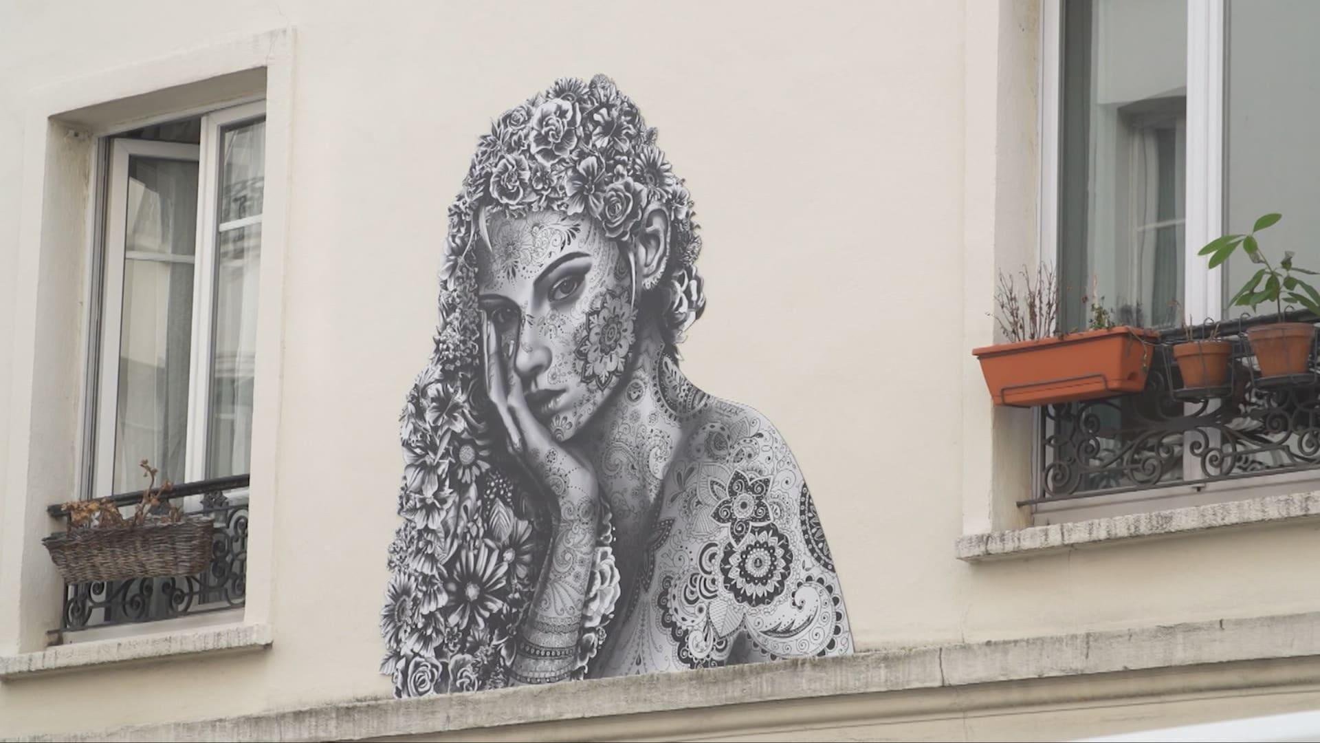 بمناسبة اليوم العالمي للمرأة.. النساء يستعدن شوارع باريس بفن يحتفي بأجسادهن وحقوقهن