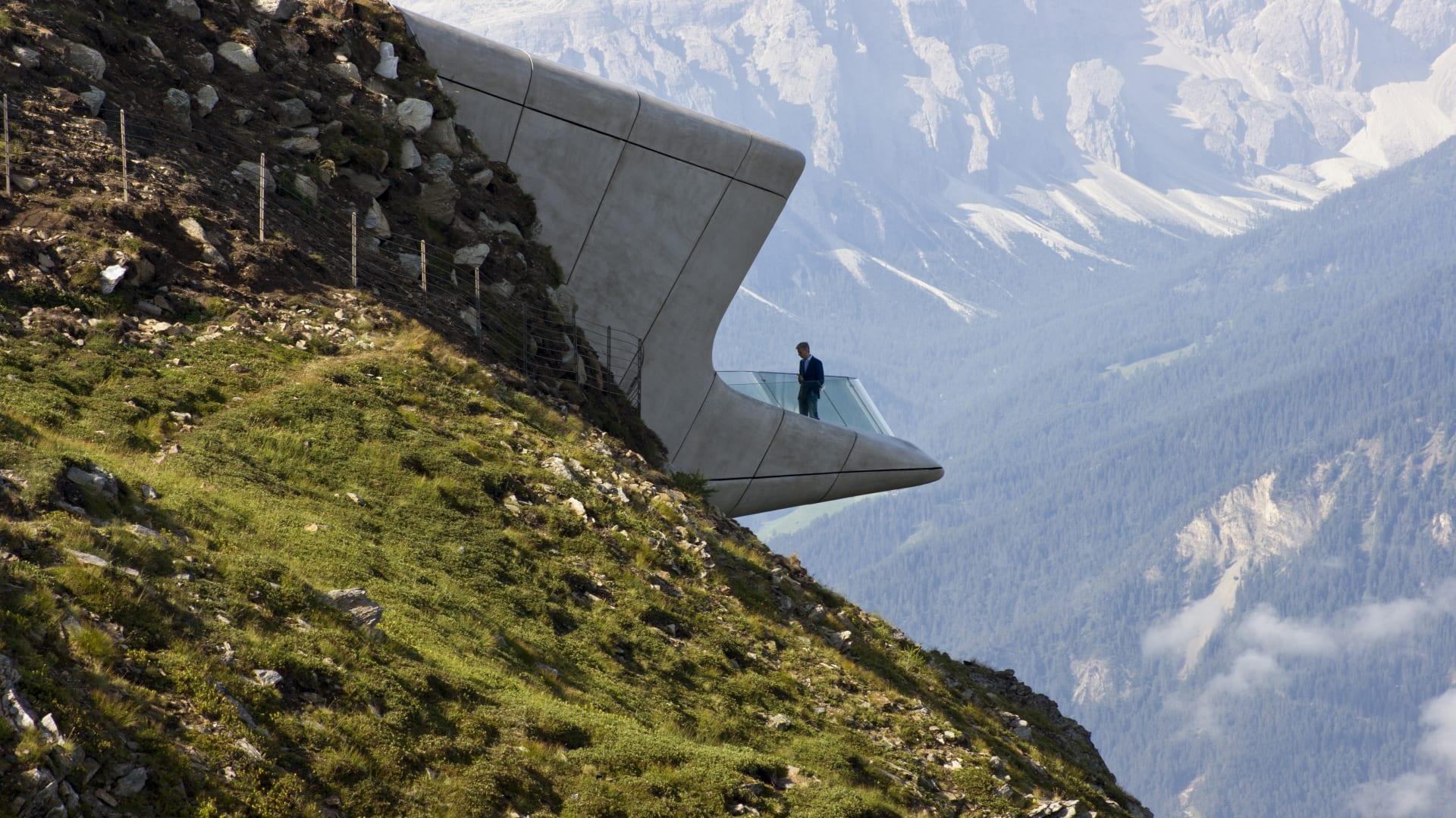 تحف معمارية على ارتفاعات شاهقة..هل تجرؤ على زيارتها؟