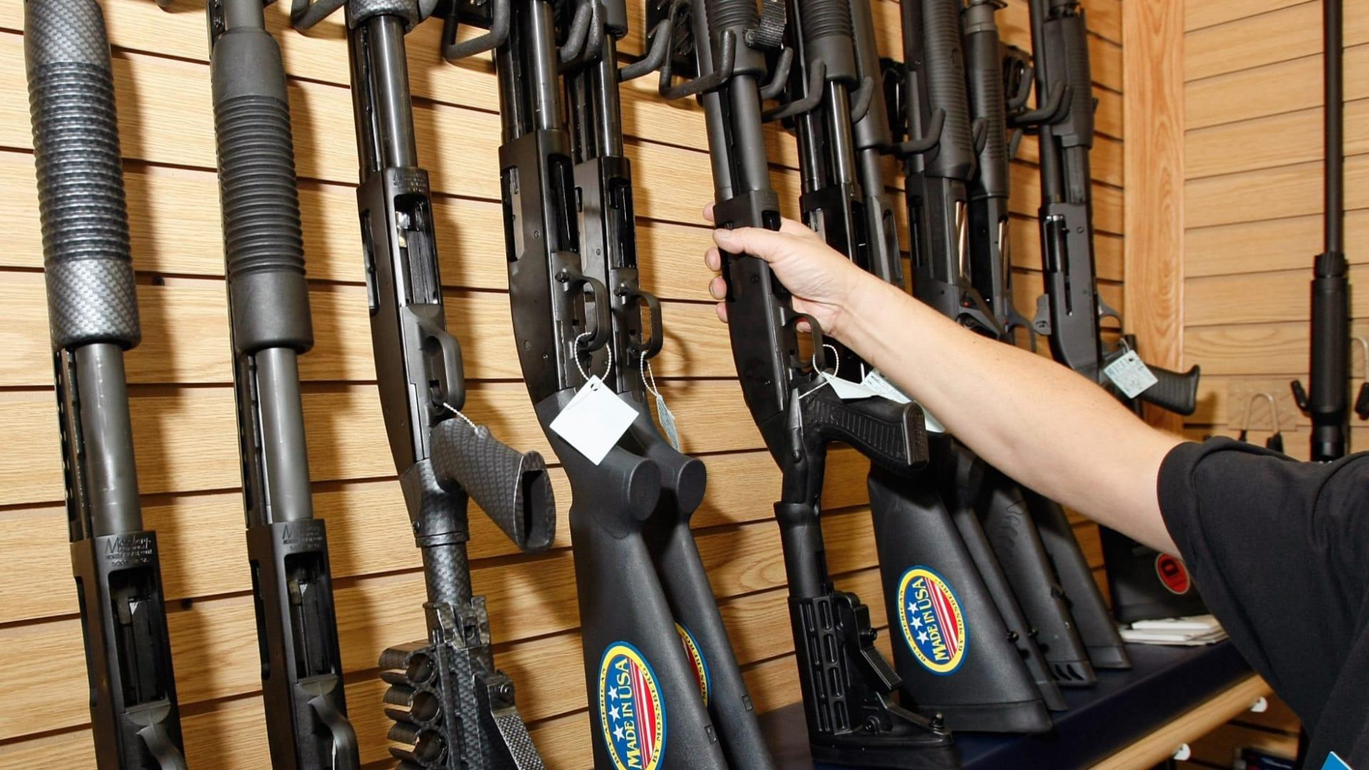 أرقام قياسية لمبيعات الأسلحة بأمريكا عام 2020.. ما السبب؟