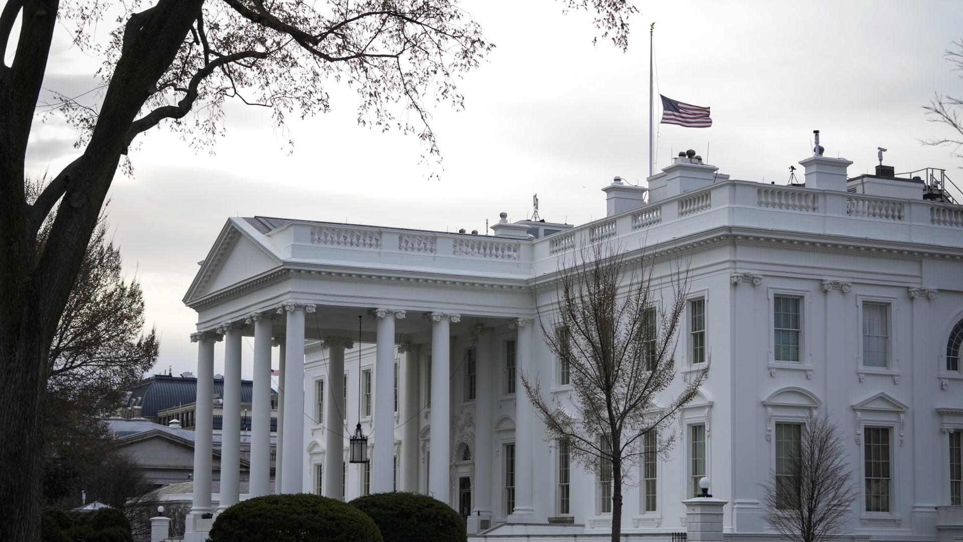 مصادر لـCNN: البيت الأبيض أنهى خدمات 5 من موظفيه بسبب تعاطيهم الماريغوانا في الماضي