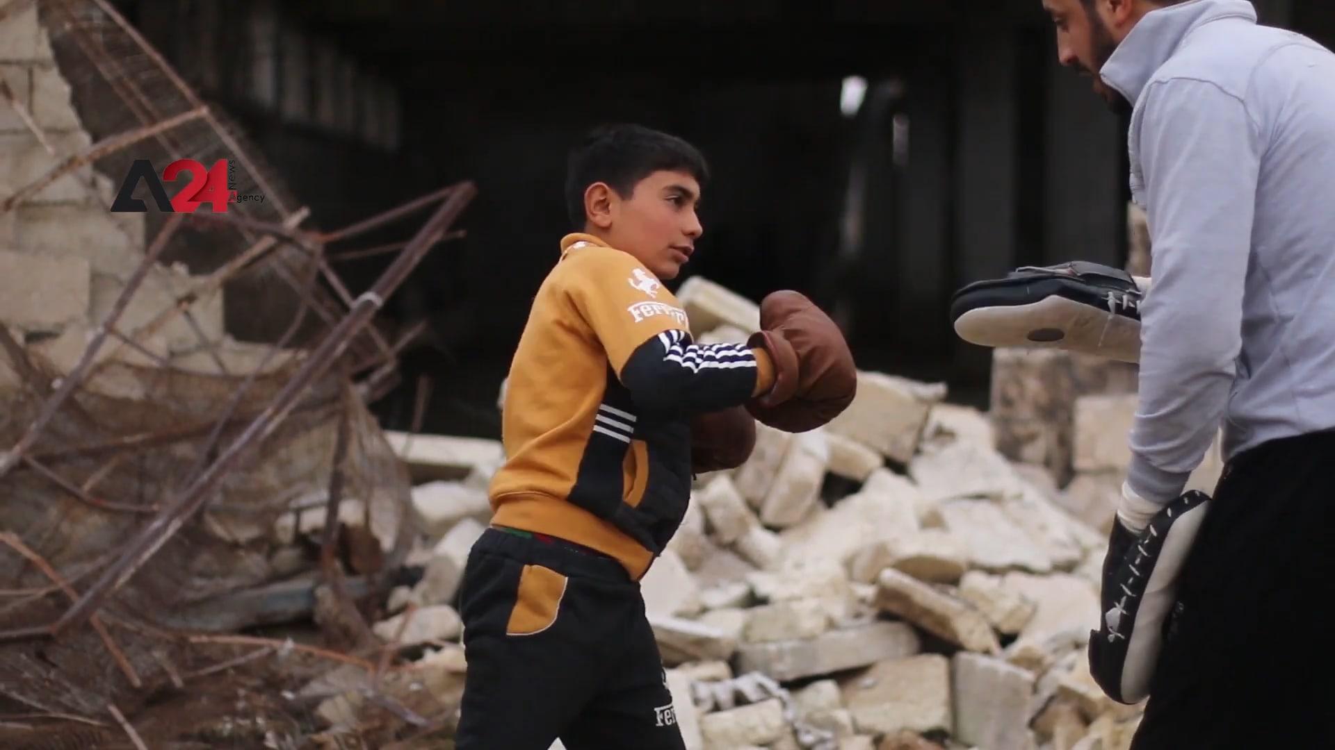 المباني المدمرة في سوريا تتحول لحلبة ملاكمة للأطفال