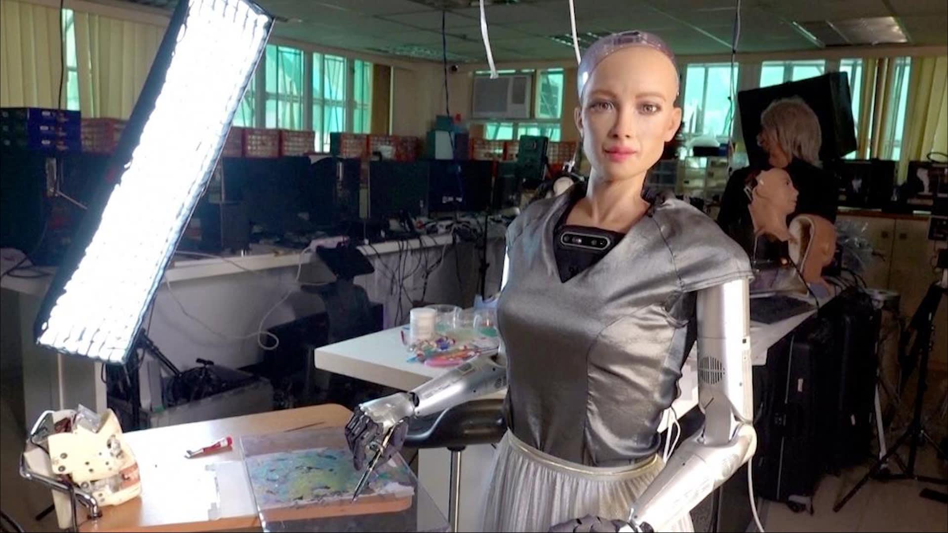 قطعة فنية رقمية من صنع روبوت تباع بنحو 700 ألف دولار