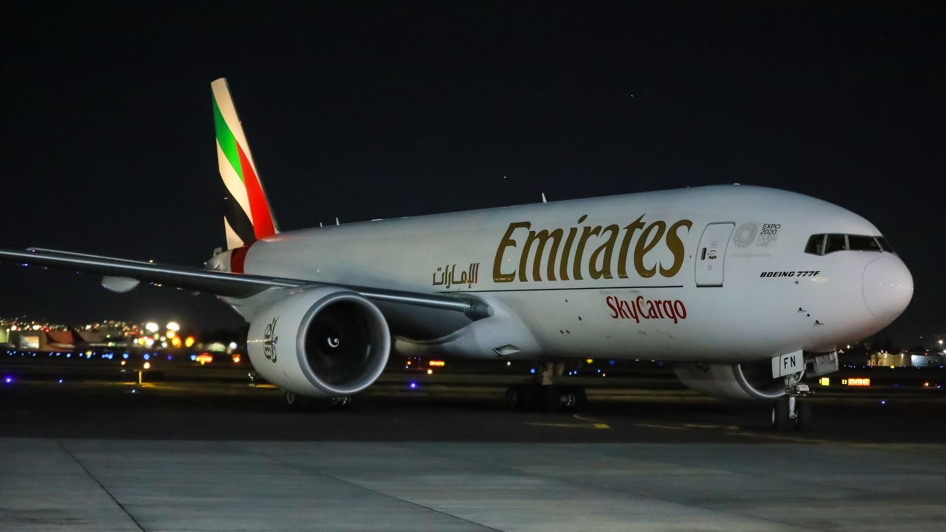 """""""الإمارات للشحن الجوي"""" توصل 50 مليون جرعة من لقاحات كورونا إلى 50 وجهة حول العالم"""