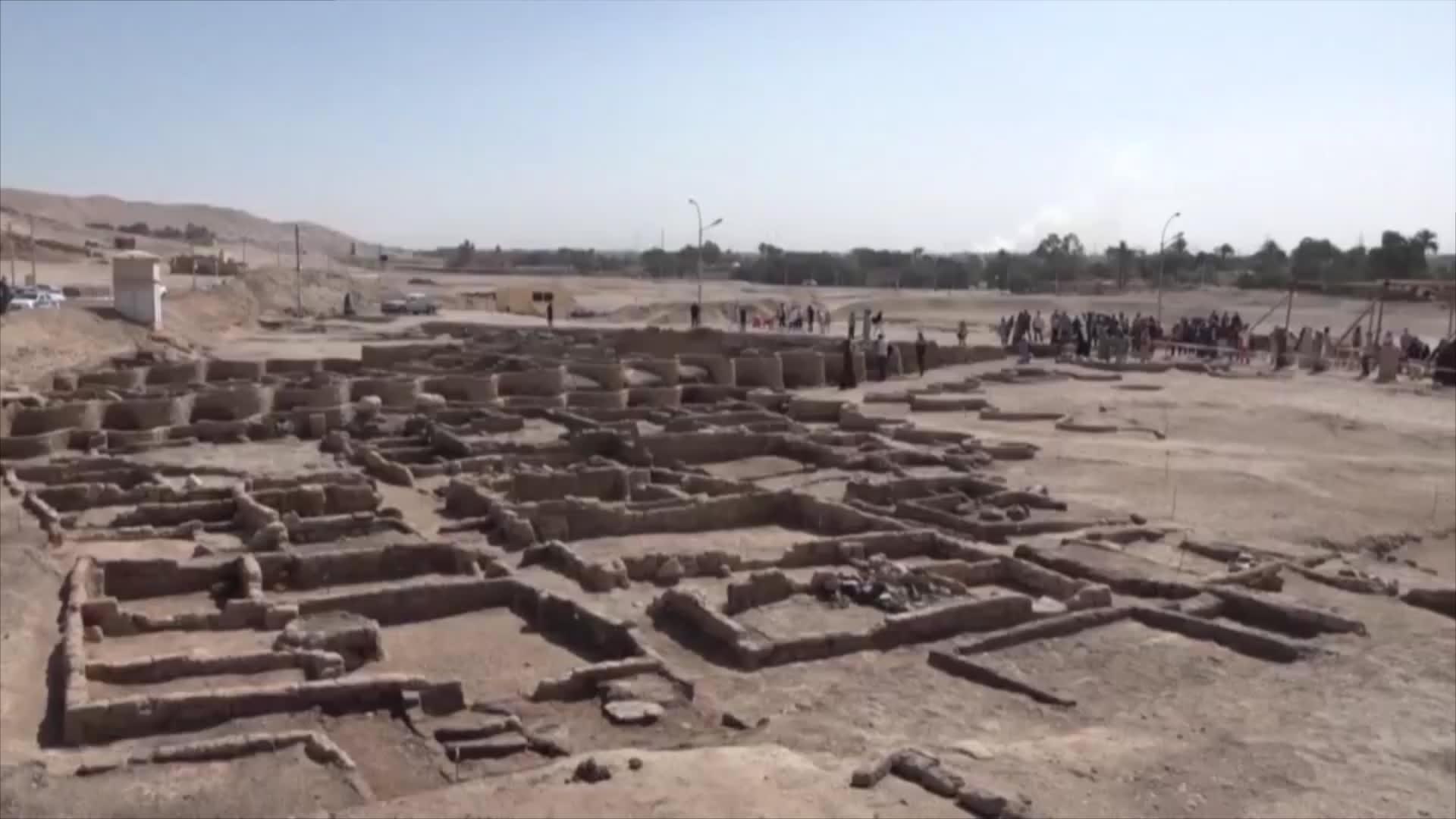"""عمرها 3000 عام.. هذا ما كشفه علماء الآثار عن المدينة """"الضائعة"""" بمصر"""