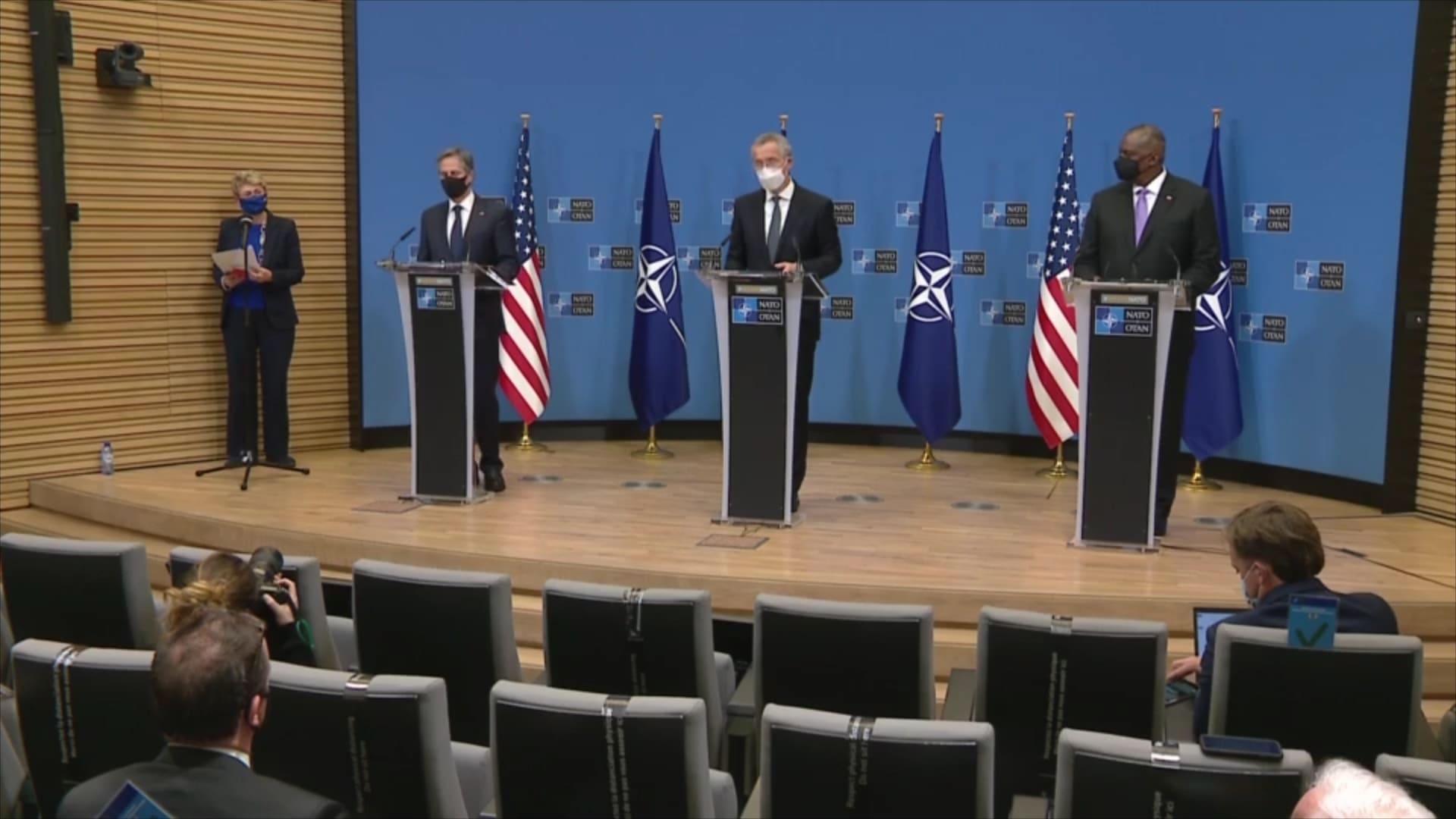 """الناتو يعلن دعمه لسيادة أوكرانيا ويدعو روسيا """"لاحترام التزاماتها الدولية"""""""