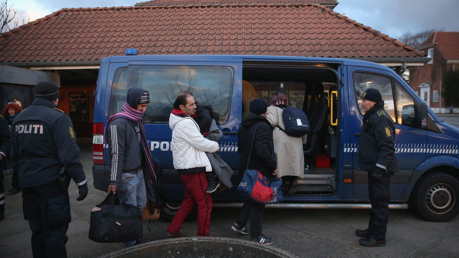 """الدنمارك تقرر إلغاء تصاريح إقامة لاجئين سوريين من """"مناطق آمنة"""""""