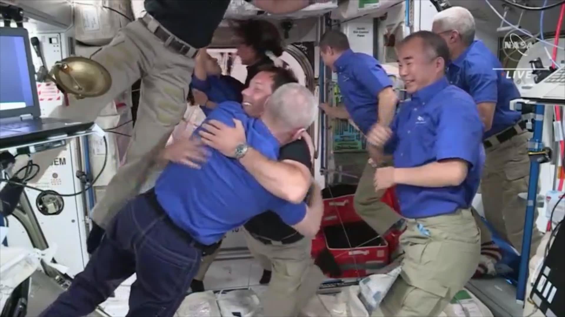 حفلة ترحيب استثنائية.. شاهد لحظة وصول رواد فضاء إلى محطة الفضاء الدولية