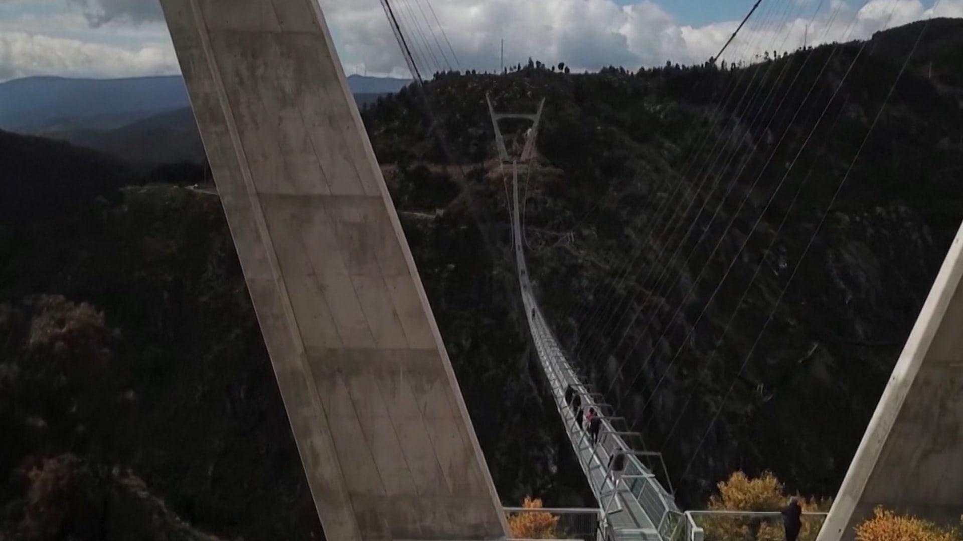 ليس مخصصا لضعاف القلوب.. هذا هو أطول جسر للمشاة في العالم