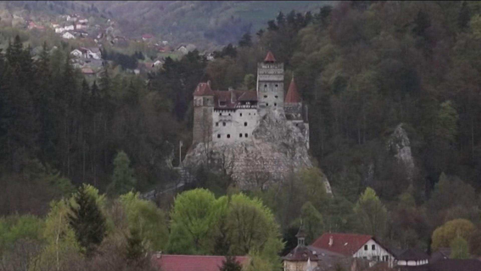 هل تجرؤ على دخول عرين مصاصي الدماء؟ رومانيا تقدم جرعات مجانية من لقاح فيروس كورونا في قلعة دراكولا الشهيرة