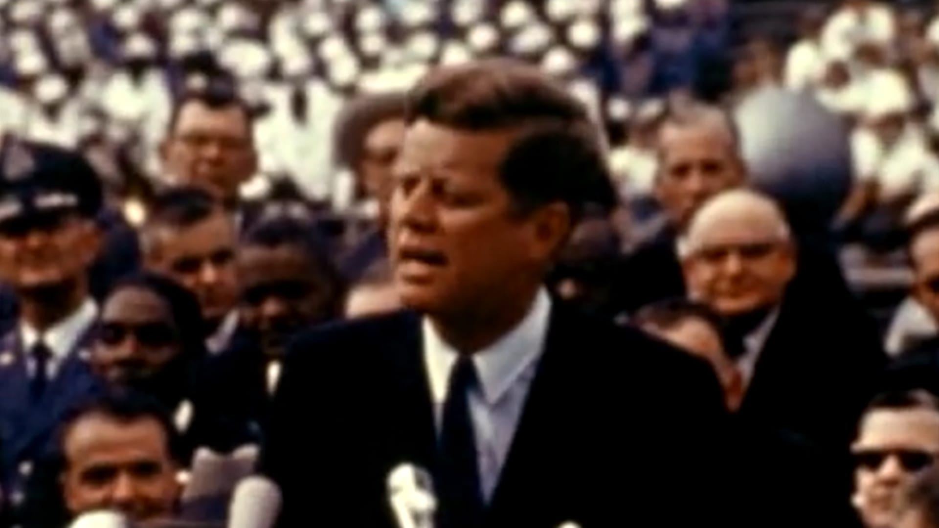 """""""نختار الذهاب إلى القمر"""".. كيف غيّر خطاب جون كينيدي الشهير مسار """"سباق الفضاء"""" بين الولايات المتحدة والاتحاد السوفييتي؟"""