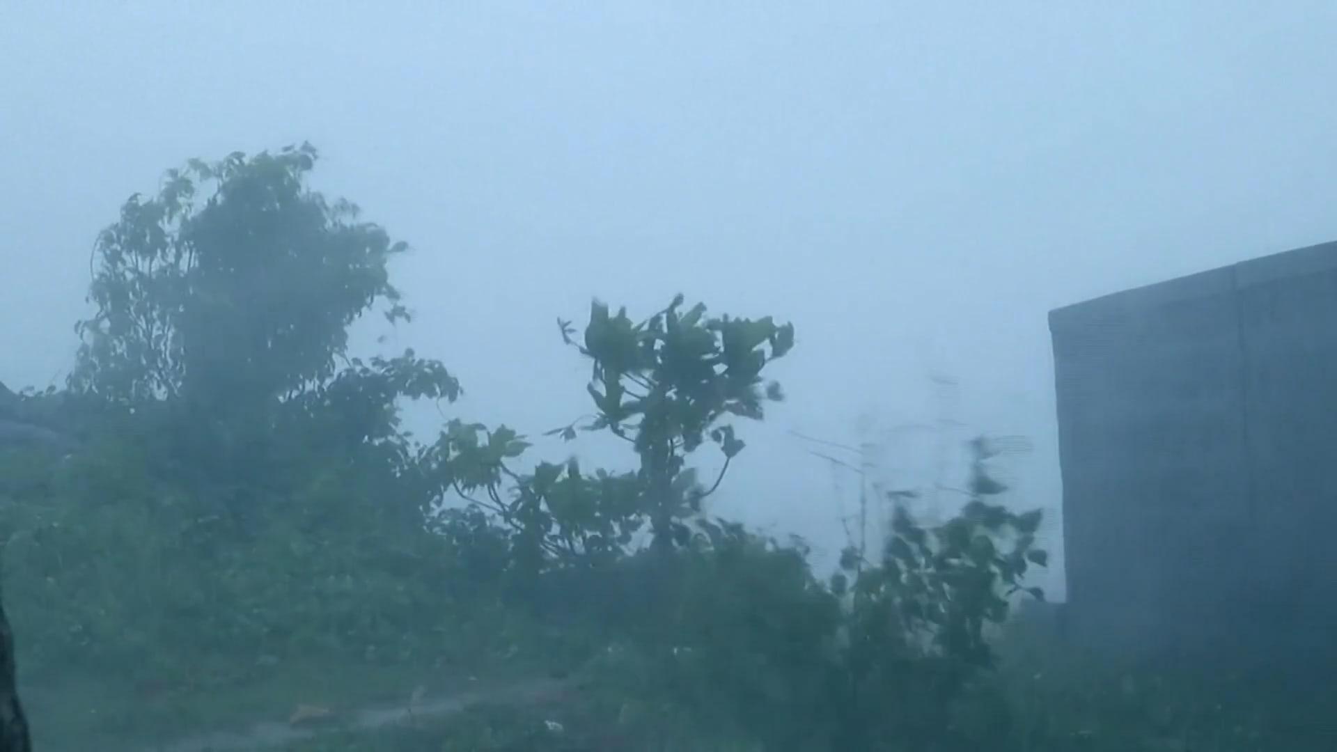 """إعصار """"تاوكتا"""" يُنذر الهند التي تصارع كورونا بالأسوء مع اشتداد قوته"""