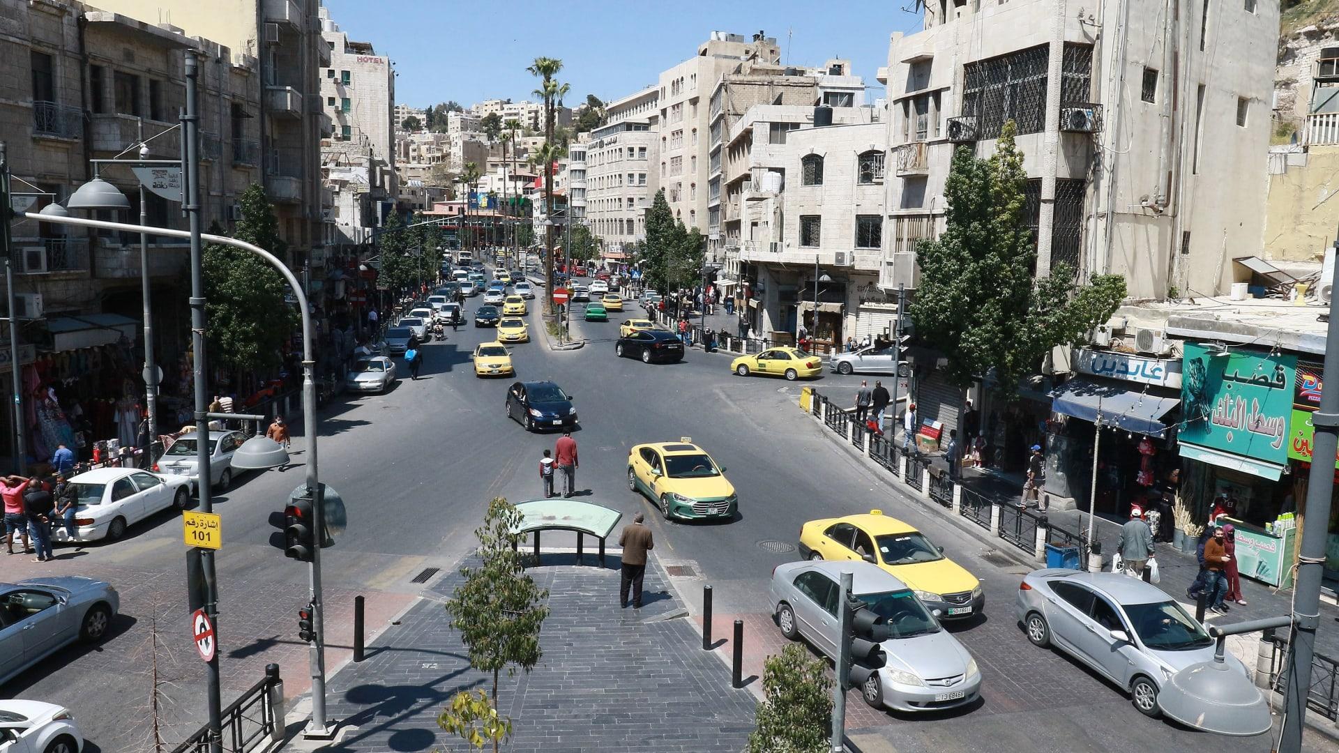 صورة أرشيفية عامة لأحد الشوارع في العاصمة الأردنية، عمان