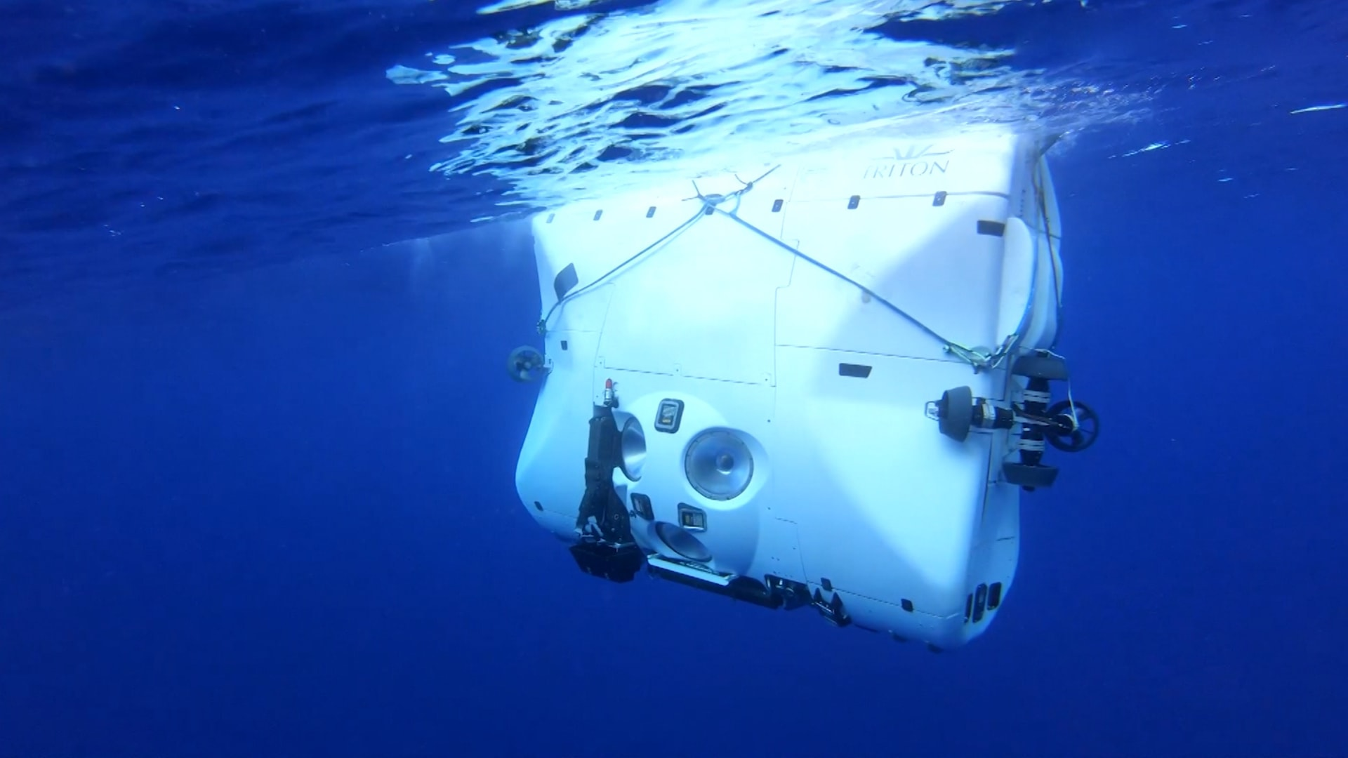رحلة استكشاف إلى أعمق نقطة في أعمق محيطات العالم