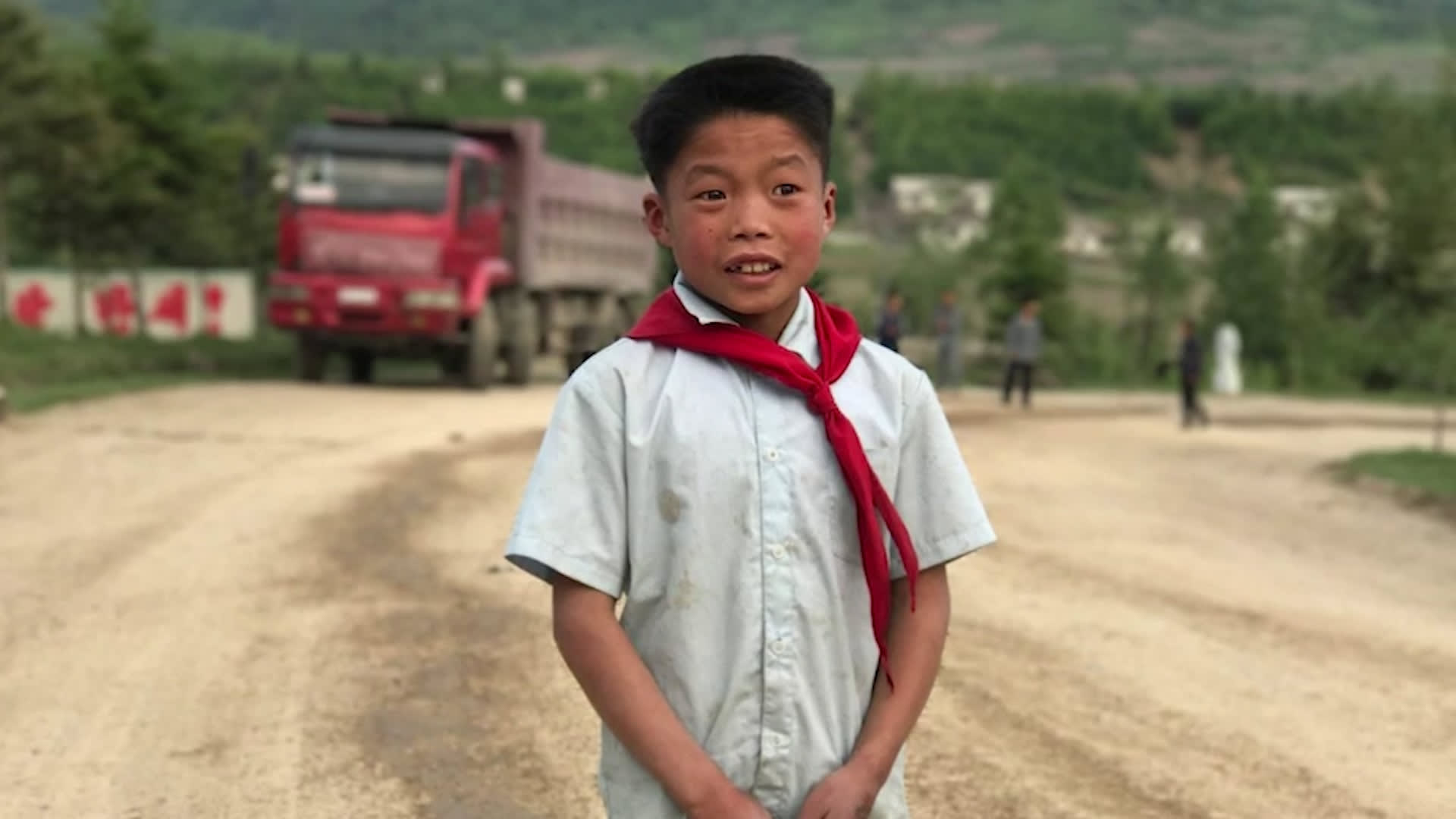 """كوريا الشمالية تزعم أنه """"تطوع"""".. أطفال وأيتام يعملون في مناجم الفحم والبناء"""