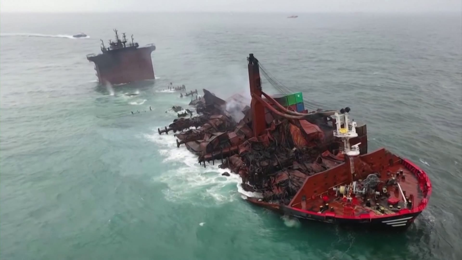 حماة البيئة: احتراق وغرق سفينة قبالة سواحل سريلانكا أحد أسوء الكوارث