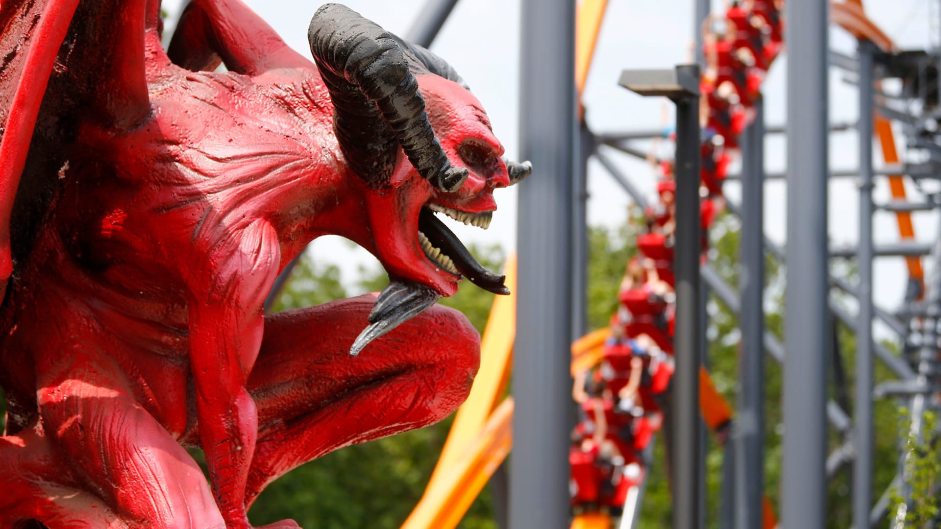 """""""شيطان جيرسي"""".. الكشف عن أطول أفعوانية أحادية المسار في العالم بأمريكا"""