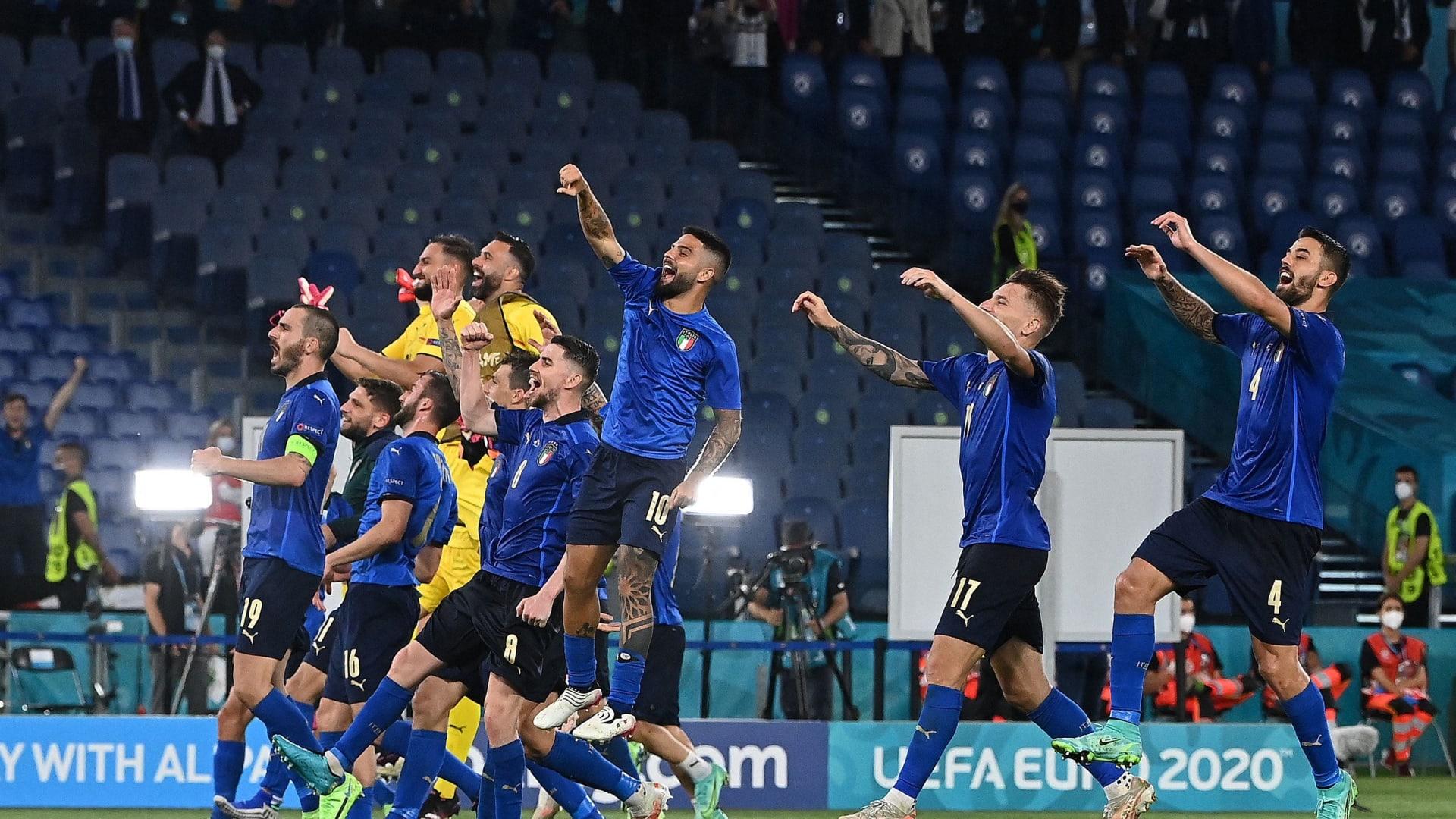 """إيطاليا تواجه مشكلة كبيرة رغم التأهل.. ولوكاتيلي ضد """"كوكا كولا"""" أيضا"""