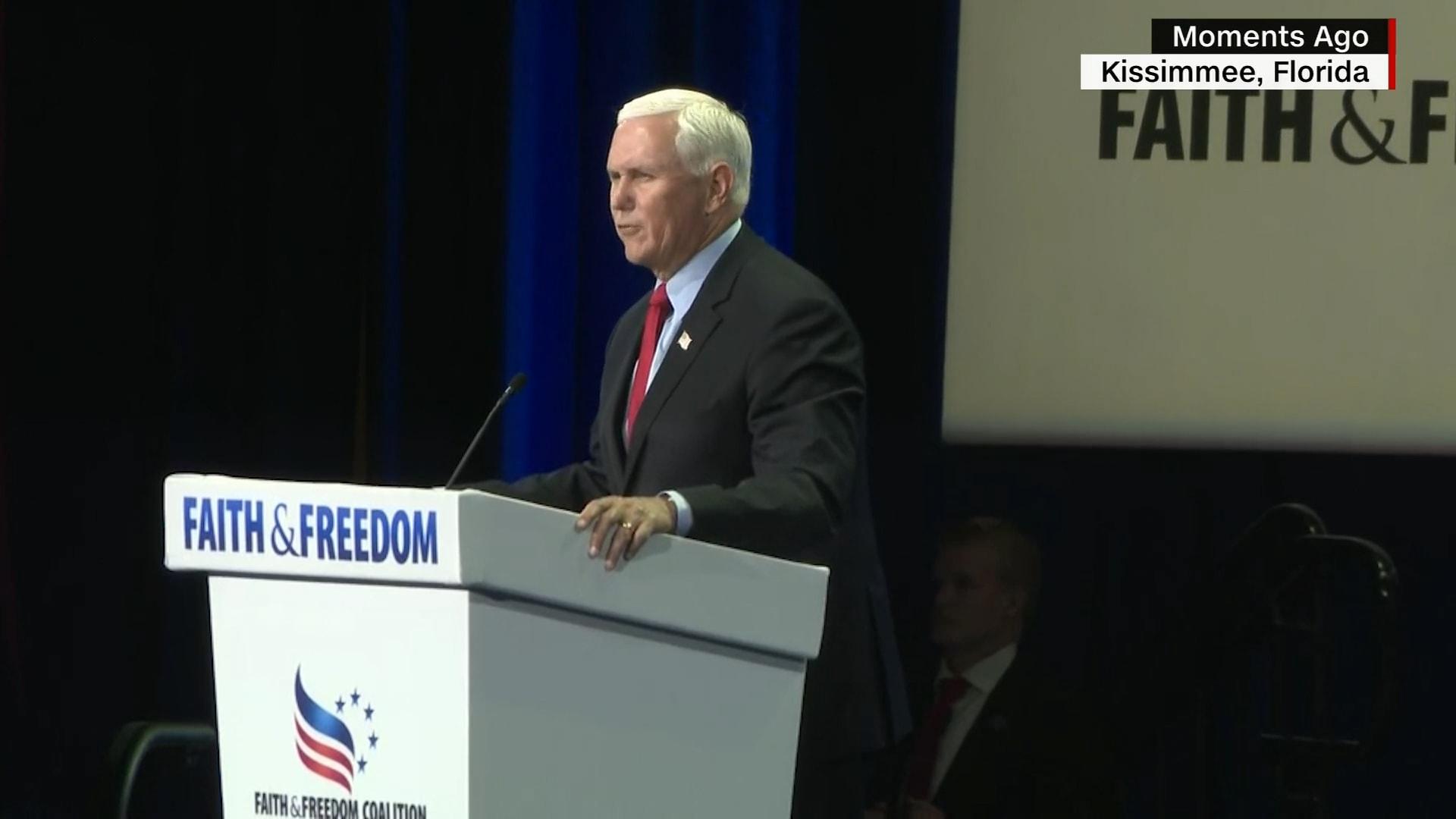 مايك بنس يتعرض لمضايقات مؤيدي ترامب بخطابه في مؤتمر للمحافظين