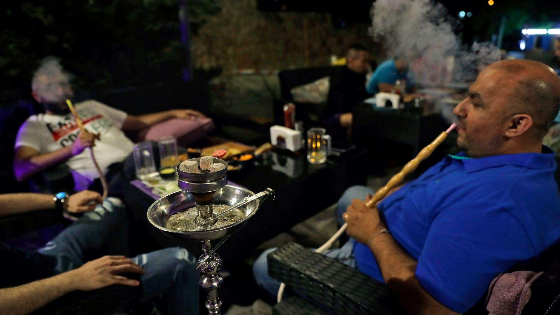 تدخينه لساعة يساوي تدخين 100 سيجارة..لماذا عليك ترك الشيشة؟