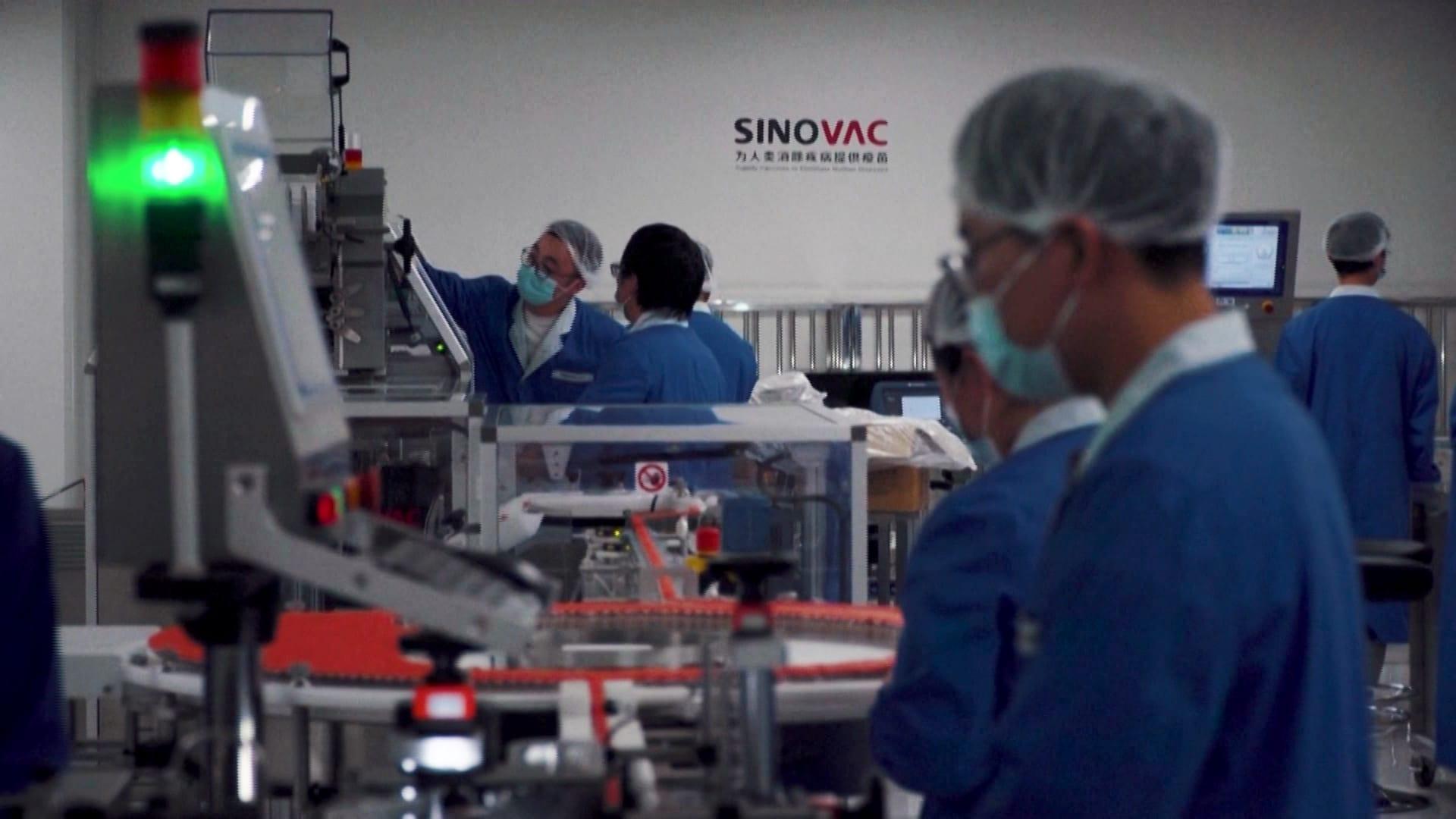 انتشار جديد لفيروس كورونا يثير تساؤلات عن فاعلية اللقاحات الصينية.. وخبراء: لا يعني فشلها
