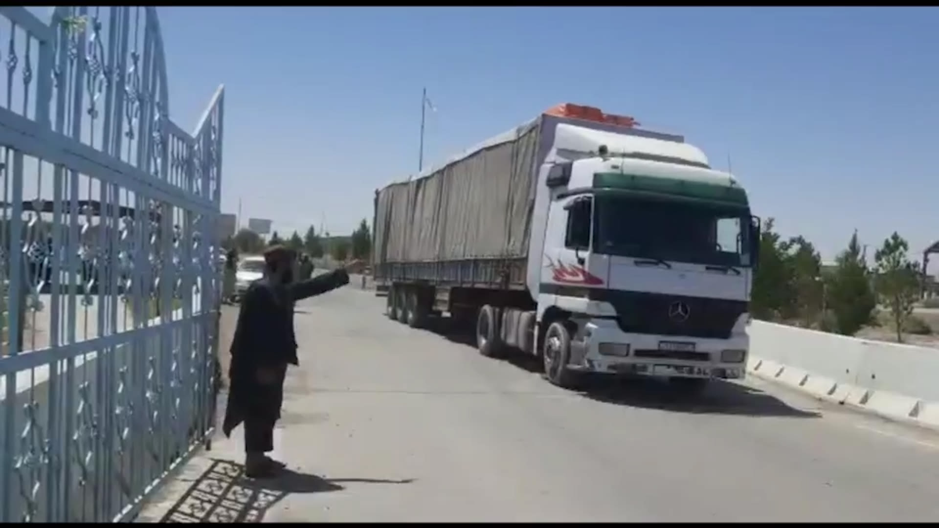 طالبان تدعي فتح الحدود بين أفغانستان وطاجكستان