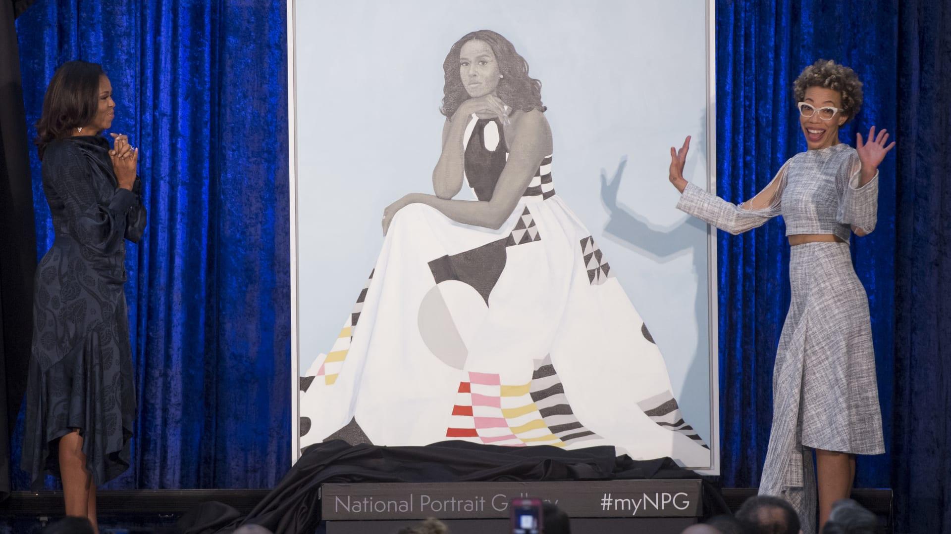 ميشيل أوباما تكشف القصة وراء اللوحتين الرسميتين لها ولزوجها