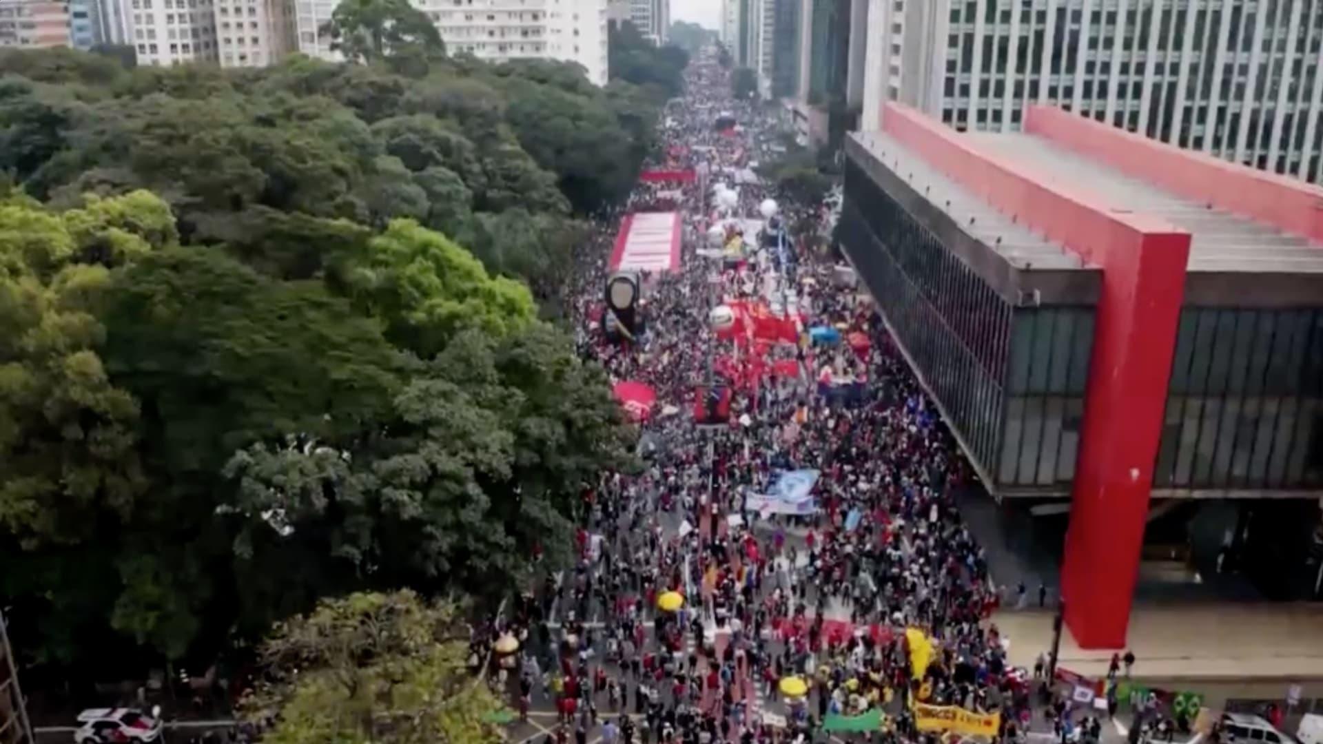 مسيرات في البرازيل تطالب بعزل الرئيس بسبب إدارته لأزمة كورونا