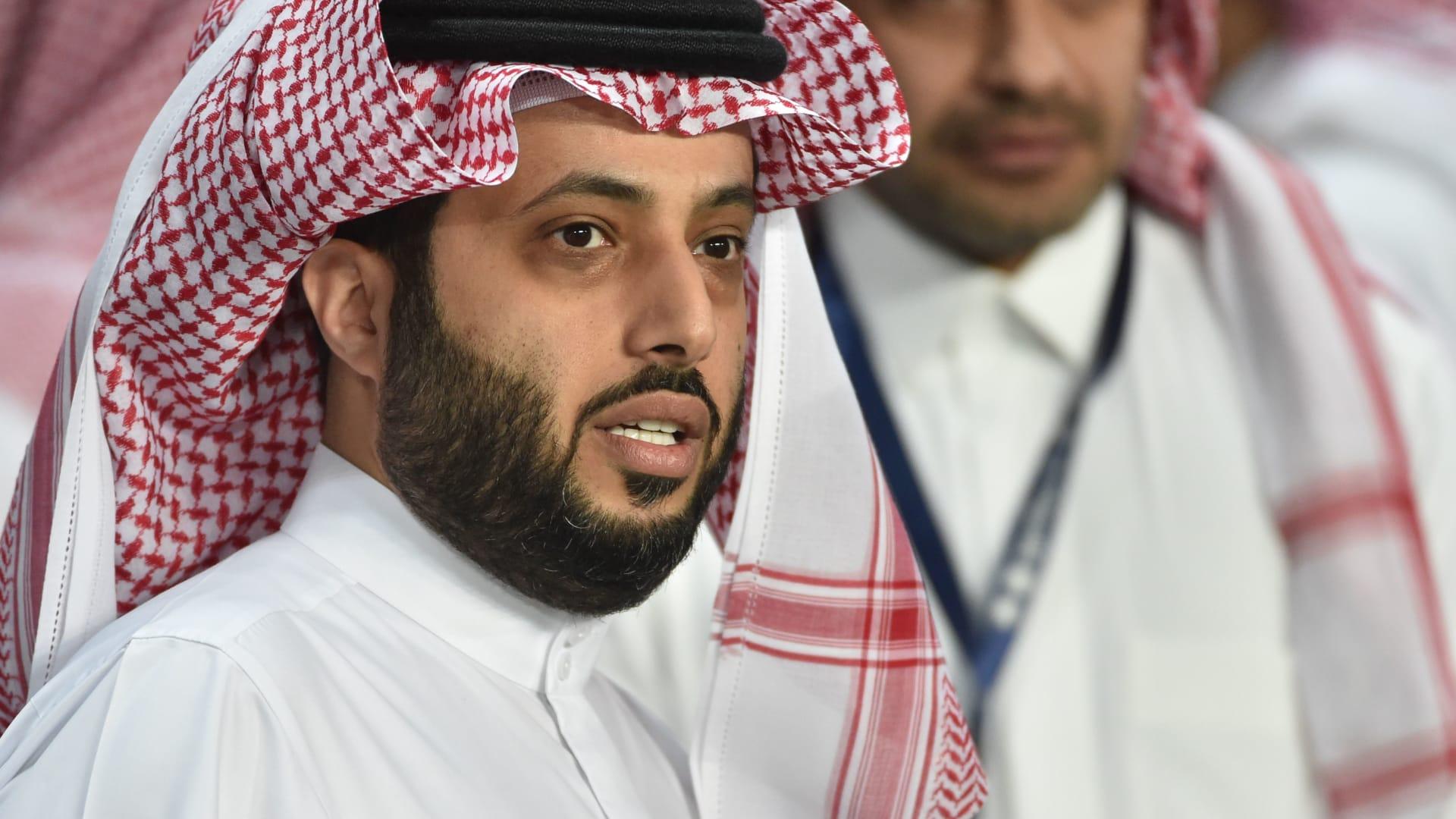 تركي آل الشيخ، رئيس الهيئة العامة للترفيه بالسعودية، يحضر مباراة كرة قدم ودية بين البرازيل والأرجنتين في الرياض