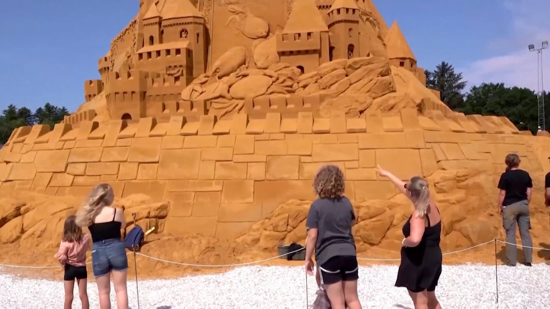 قلعة من الرمال في الدنمارك قد تكون الأطول في العالم