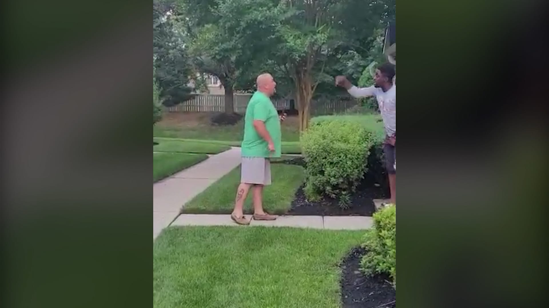 شاهد.. اعتقال رجل أمريكي بعد تداول فيديو عنصري له