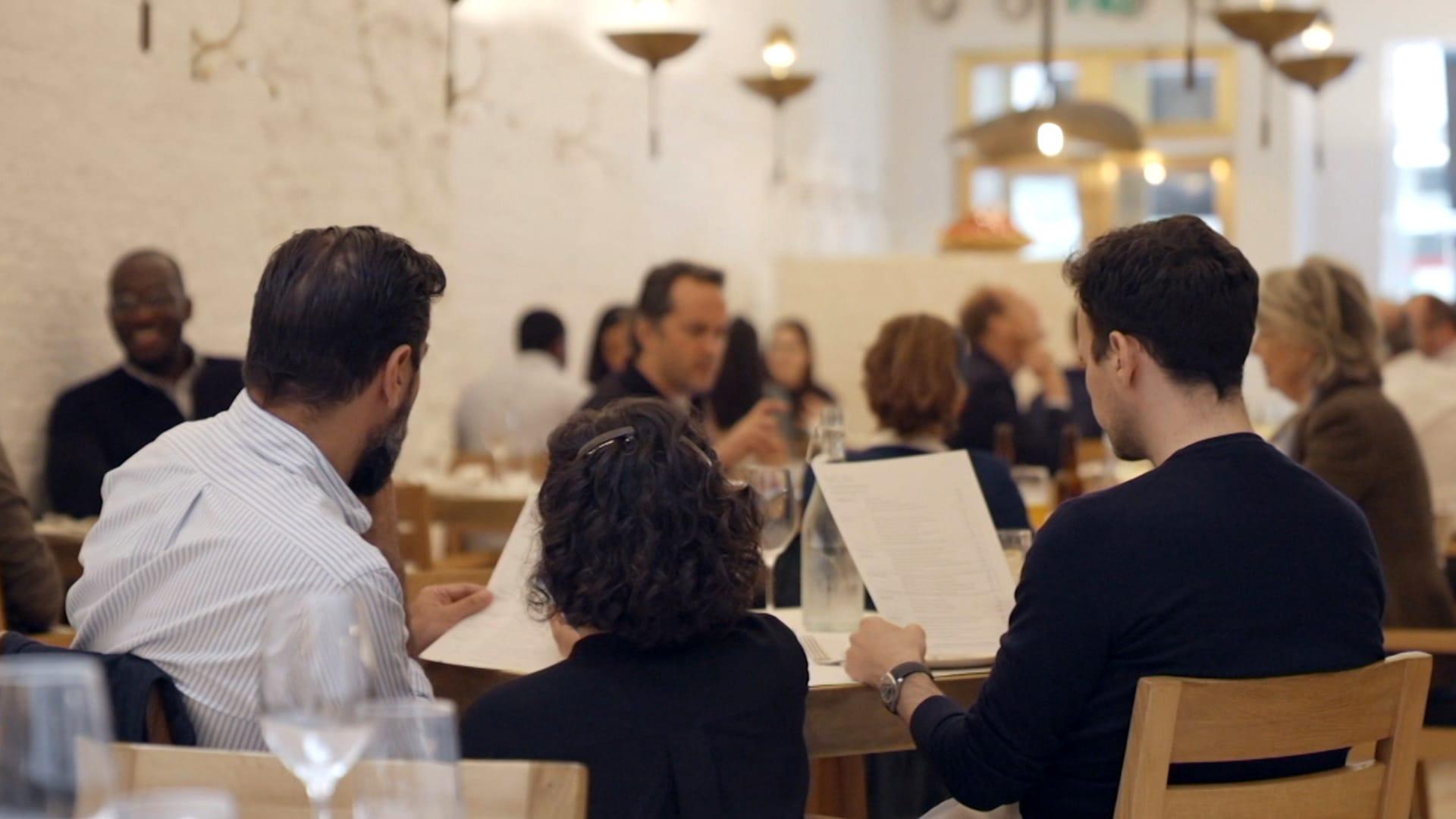 مطاعم لندن تعود للصخب مرة أخرى.. وقطاع الطعام يواجه تحديات