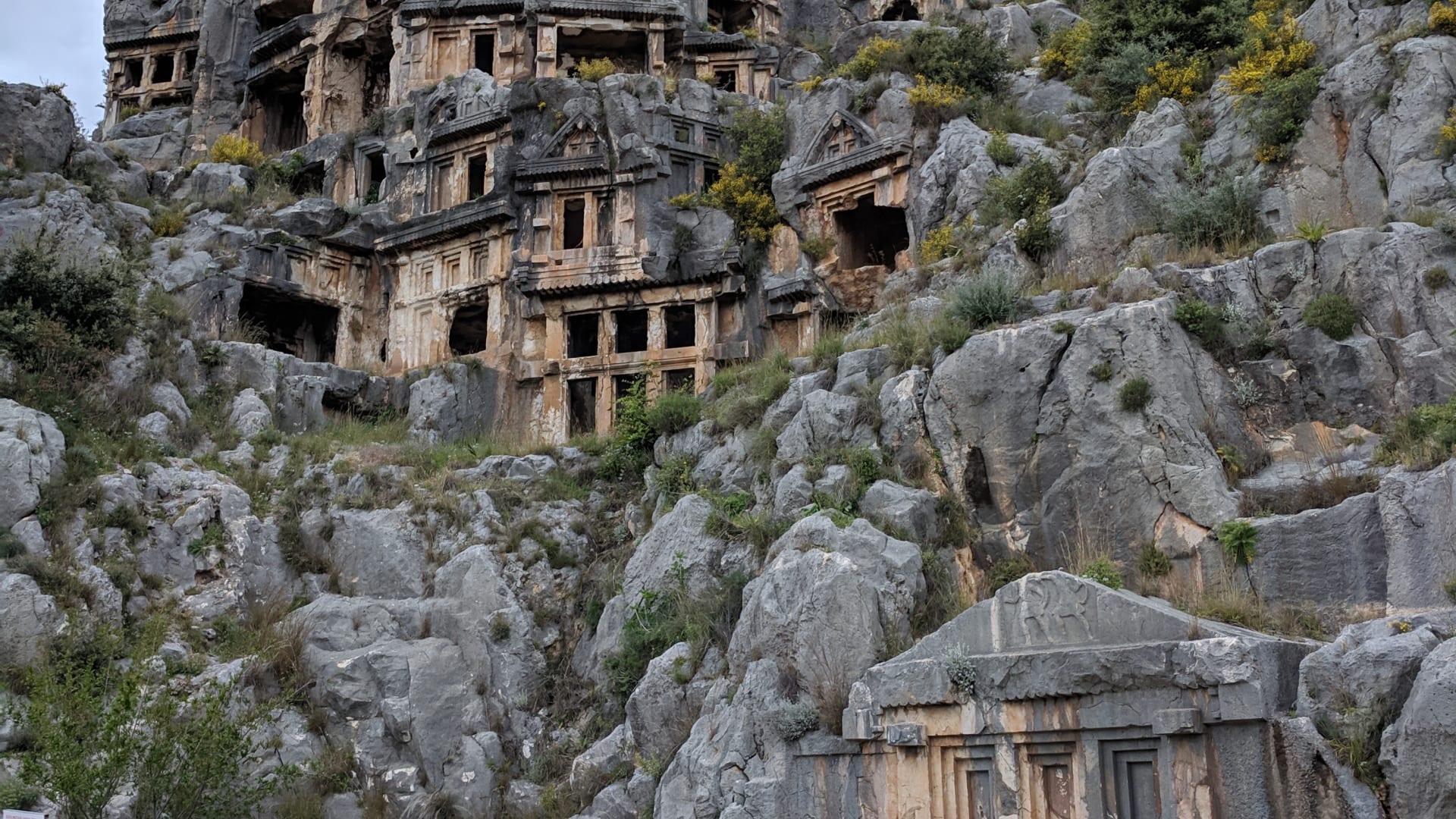 ستشعر أنك مراقب.. ألق نظرة داخل مدينة الموتى بتركيا