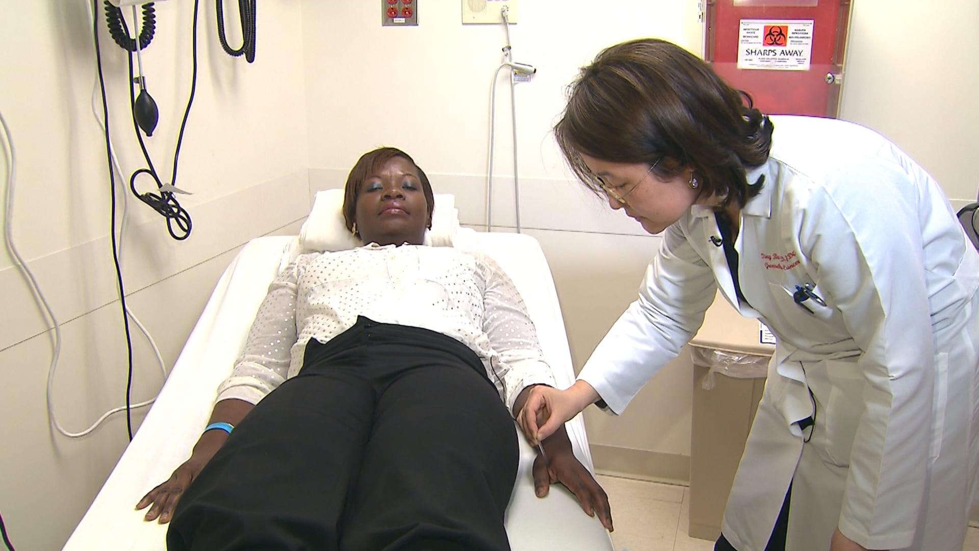 هل يفيد استخدام الوخز بالإبر كعلاج للآلام التي يسببها مرض السرطان؟