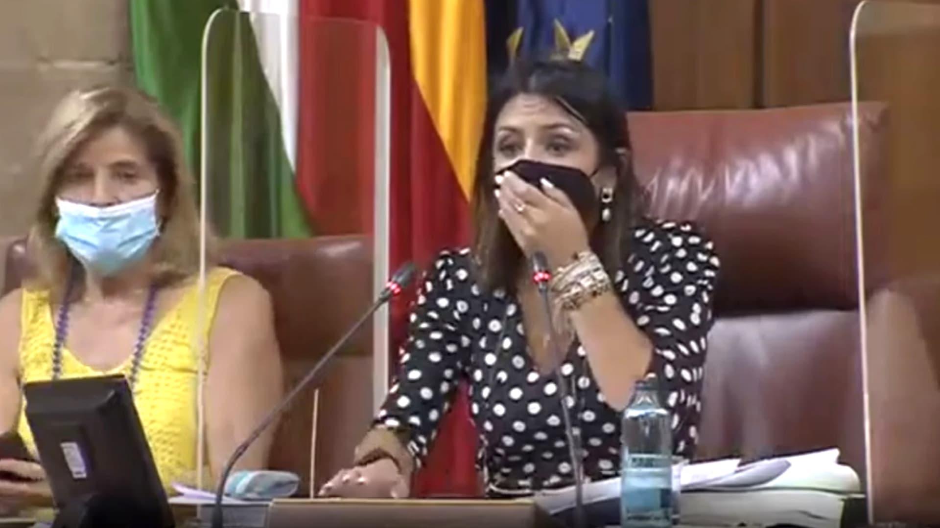 شاهد حالة من الفوضى تعم قاعة برلمان في إسبانيا.. والسبب فأر