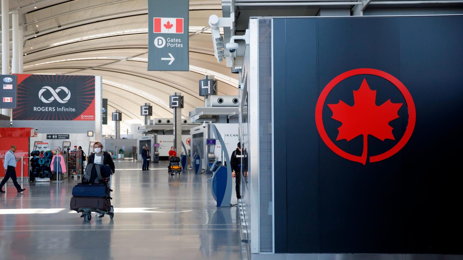 كندا تغرم مسافرين بحوالي 20 ألف دولار بسبب معلومات كاذبة عن فيروس كورونا