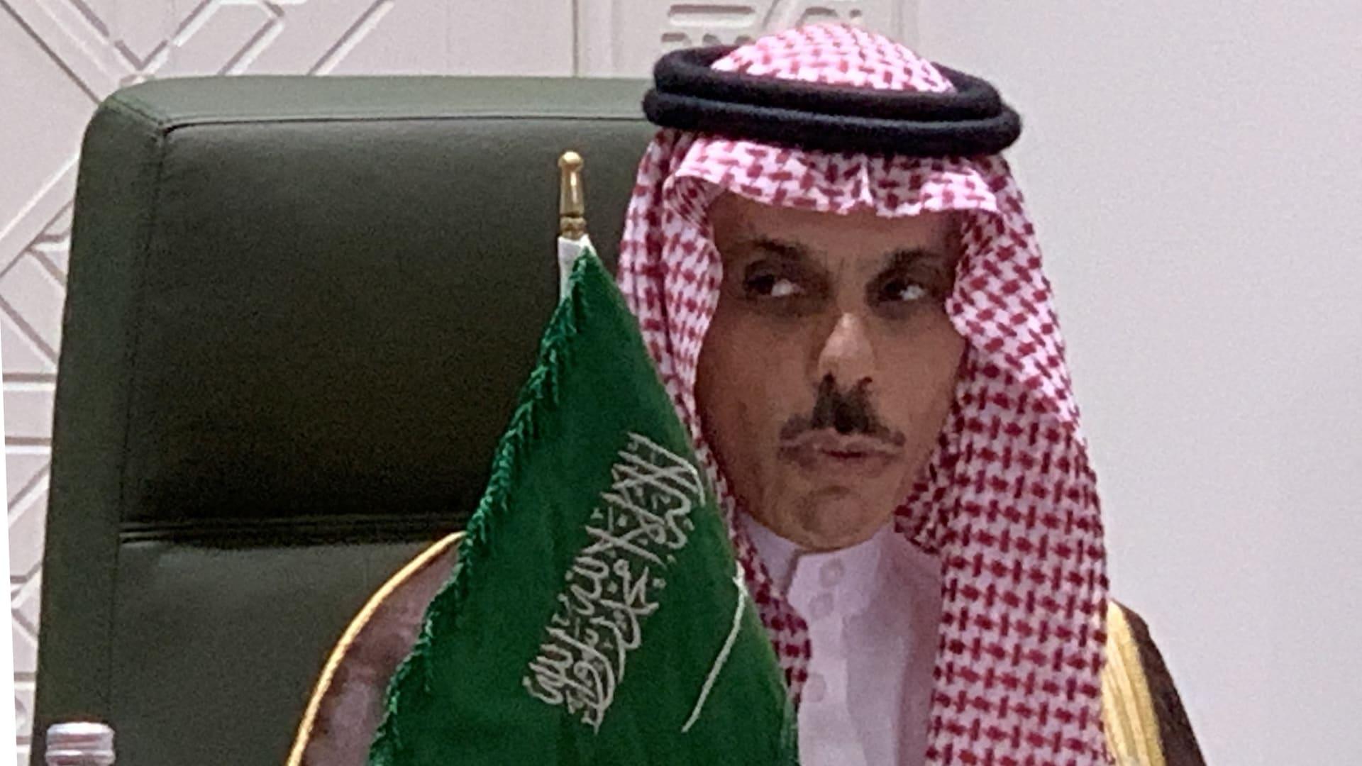 وزير الخارجية السعودي يحمل حزب الله مسؤولية مشاكل لبنان ويشدد على شرط تقديم المساعدات