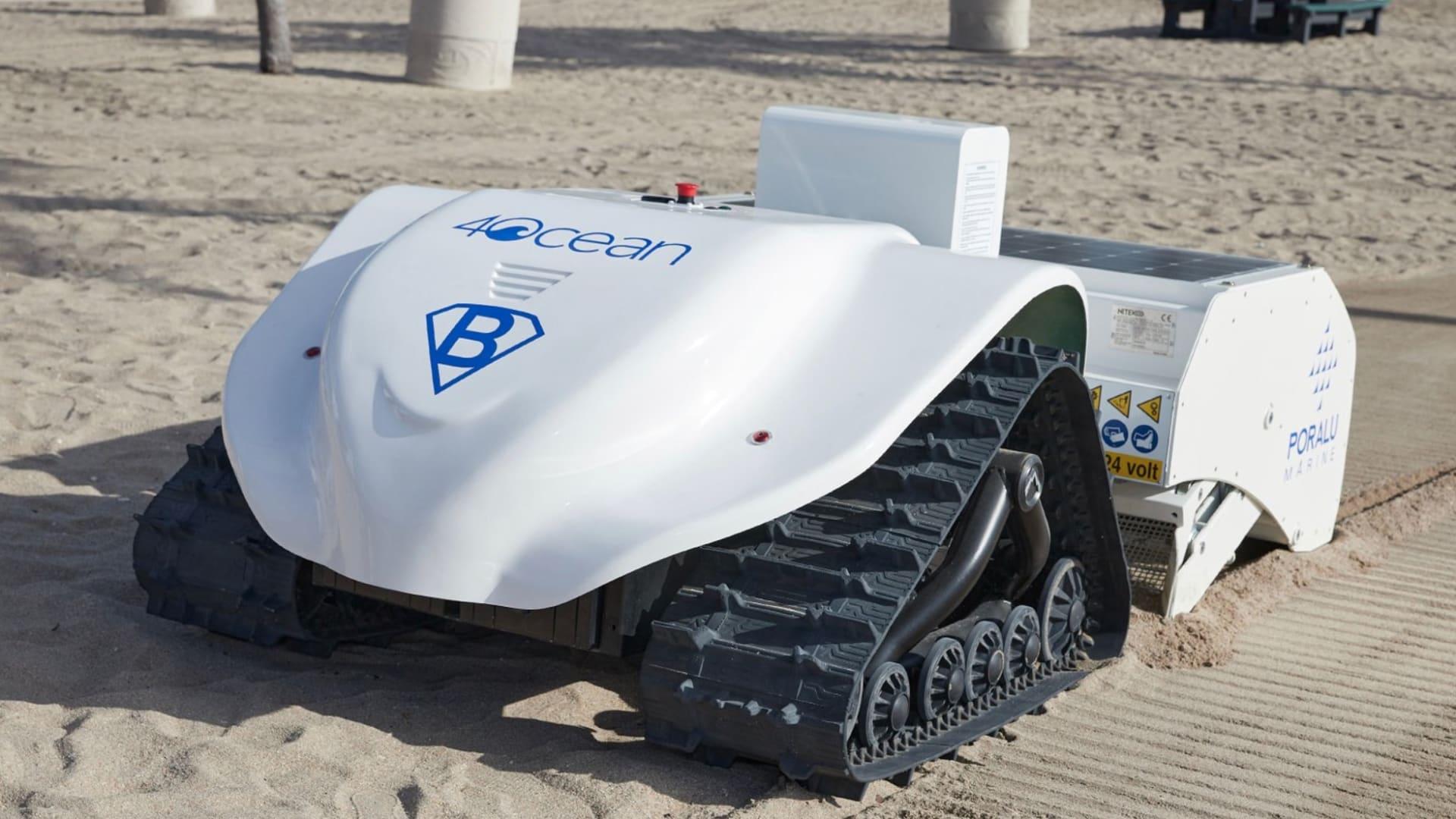 يستخدم خوارزميات مكتسبة.. تعرّف على الروبوت الذي ينظف رمال الشاطئ