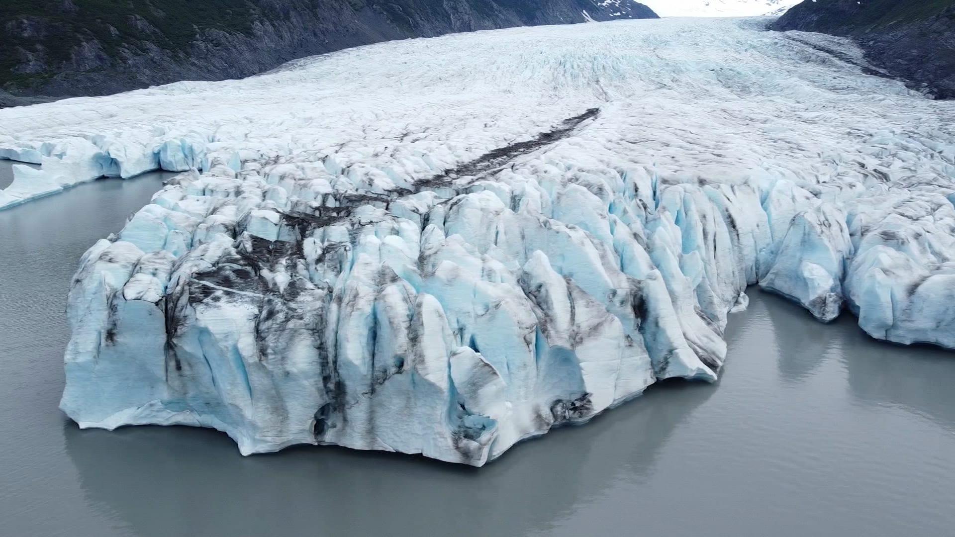 جوهرة مخفية.. استكشف نهر سبنسر الجليدي في ألاسكا بأمريكا