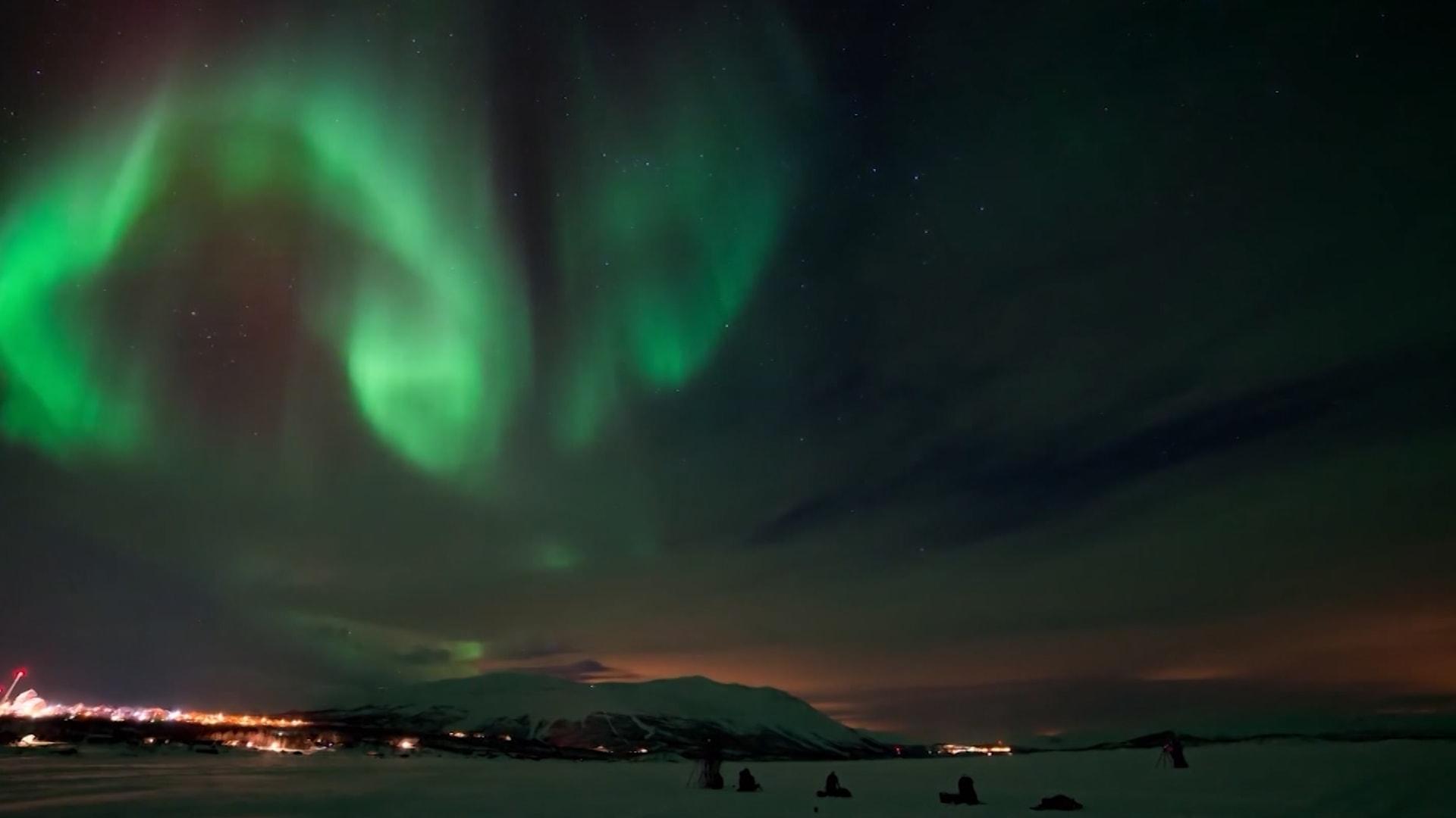 شاهد.. شركة سياحية تعطيك الفرصة لرؤية الشفق القطبي من راحة أريكتك باستخدام الواقع الافتراضي