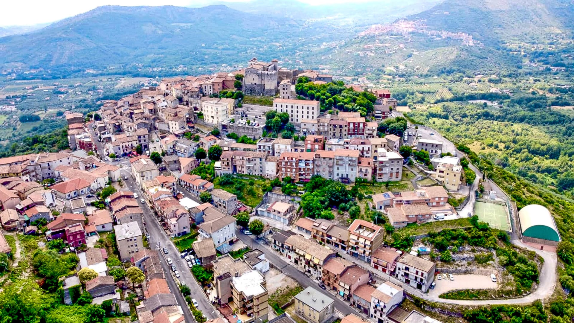 قرية جديدة تنضم إلى مبادرة بيع المنازل بسعر يورو واحد في إيطاليا..ما الذي يميزها؟